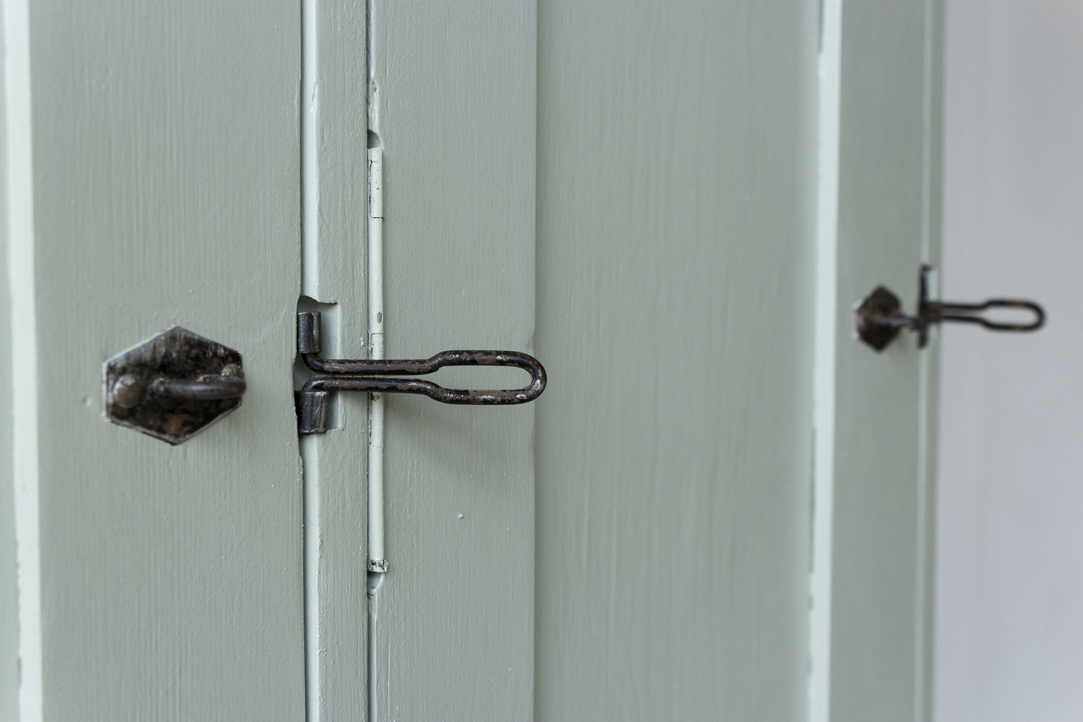 Grijsgroene houten vintage locker -  Firma zoethout_3.jpg