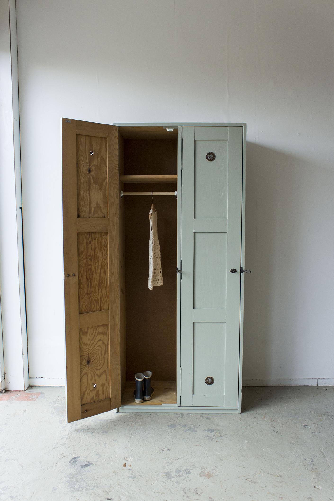 Grijsgroene houten vintage locker -  Firma zoethout_4.jpg