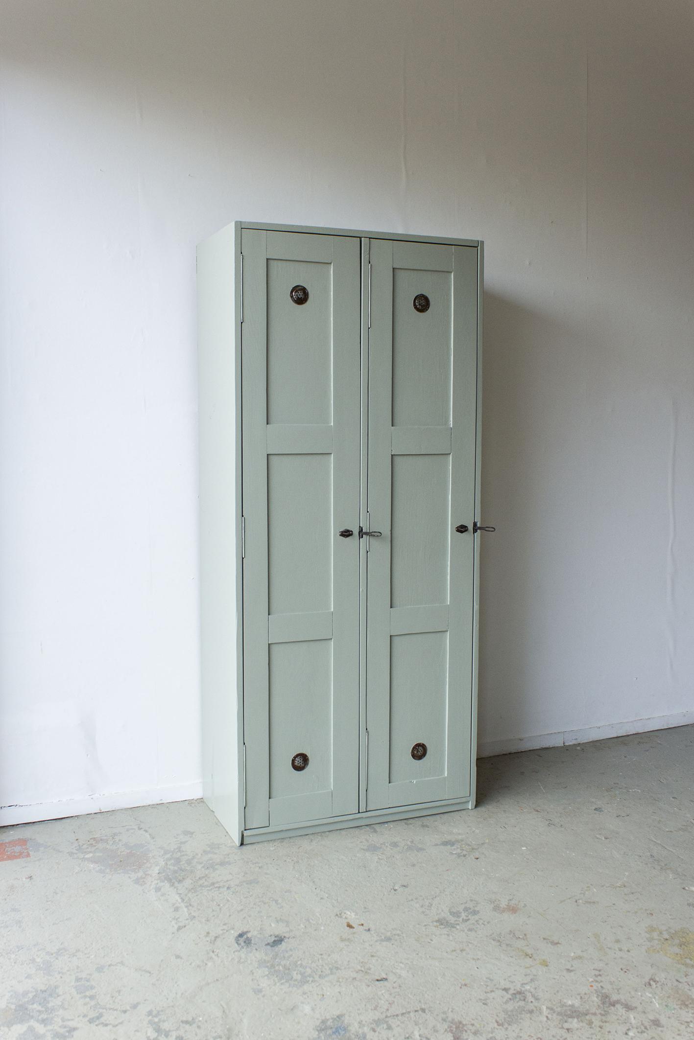 Grijsgroene houten vintage locker -  Firma zoethout_6.jpg