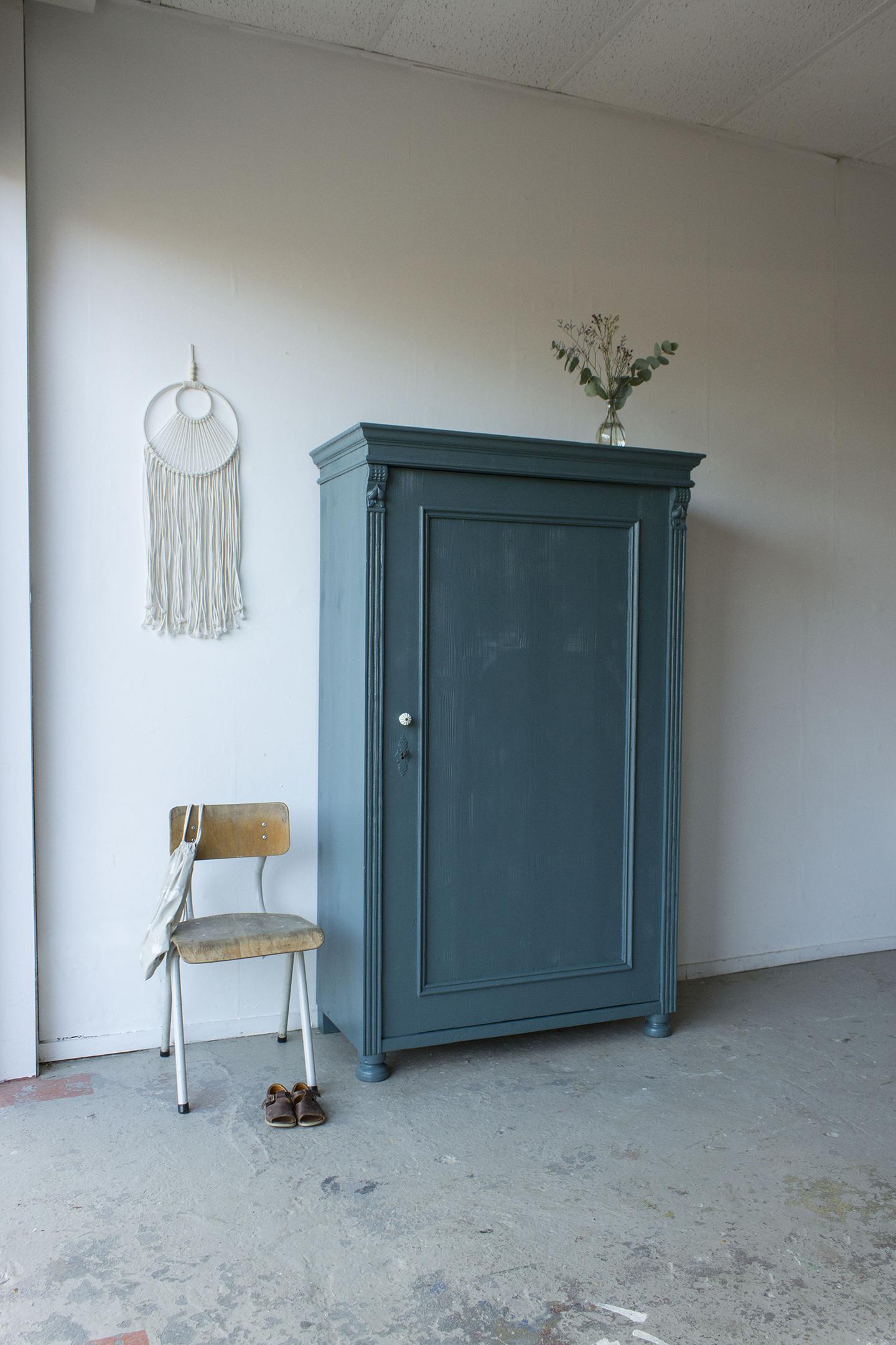 Sierlijke vintage kledingkast in Klif -  Firma zoethout.jpg