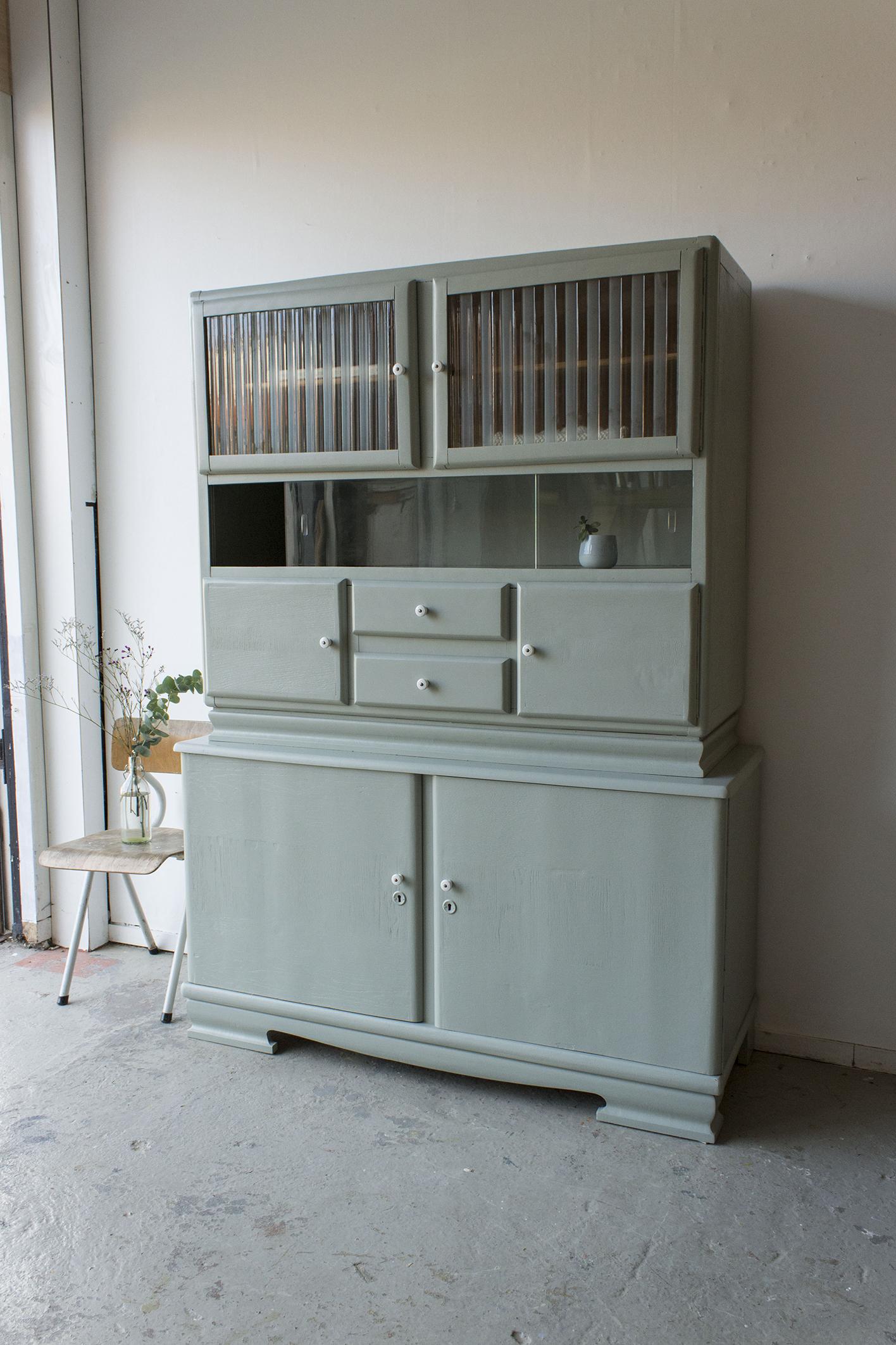 _Grijsgroene vintage keukenkast met ruitjes -  Firma zoethout_6.jpg