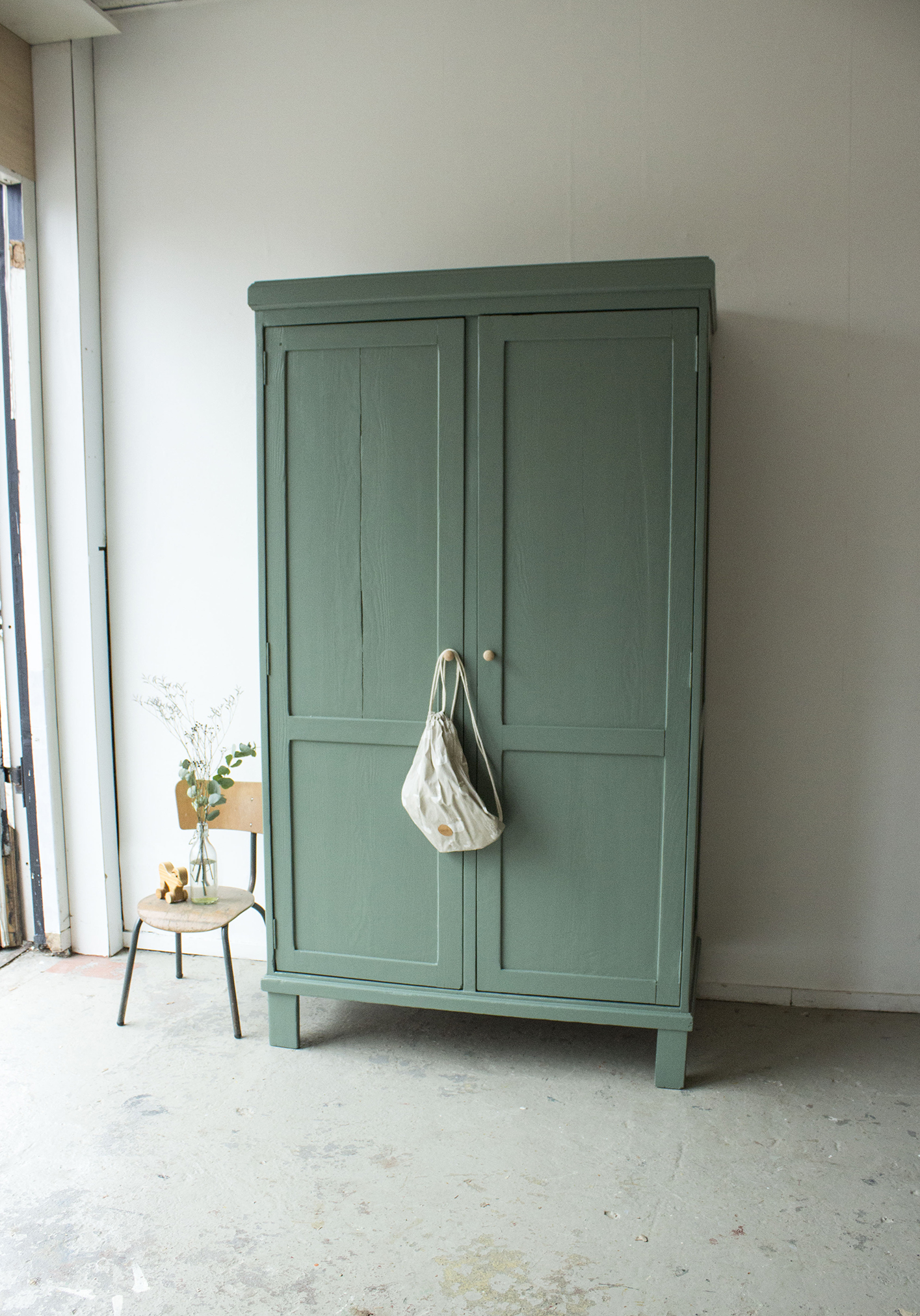 _Dennengroene vintage kledingkast -  Firma zoethout_1.jpg