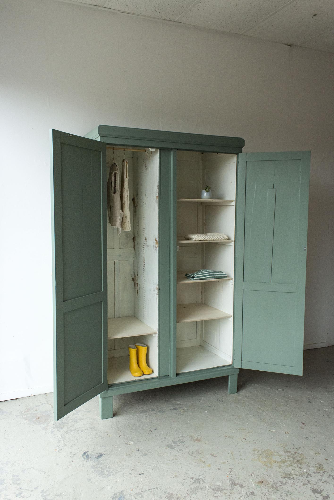 _Dennengroene vintage kledingkast -  Firma zoethout_4.jpg