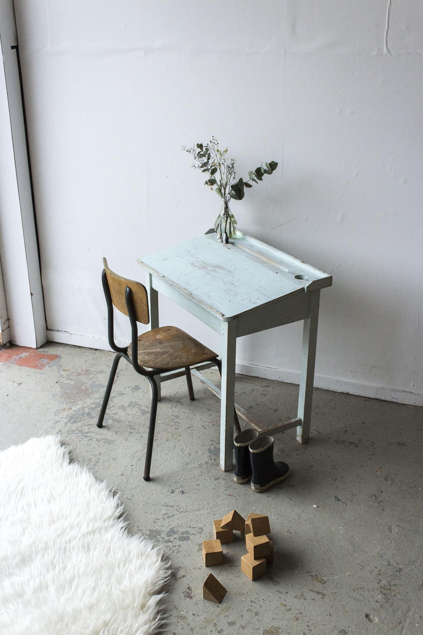 3162 - Lichtblauw vintage kleutertafeltje - Firma zoethout_1.jpg
