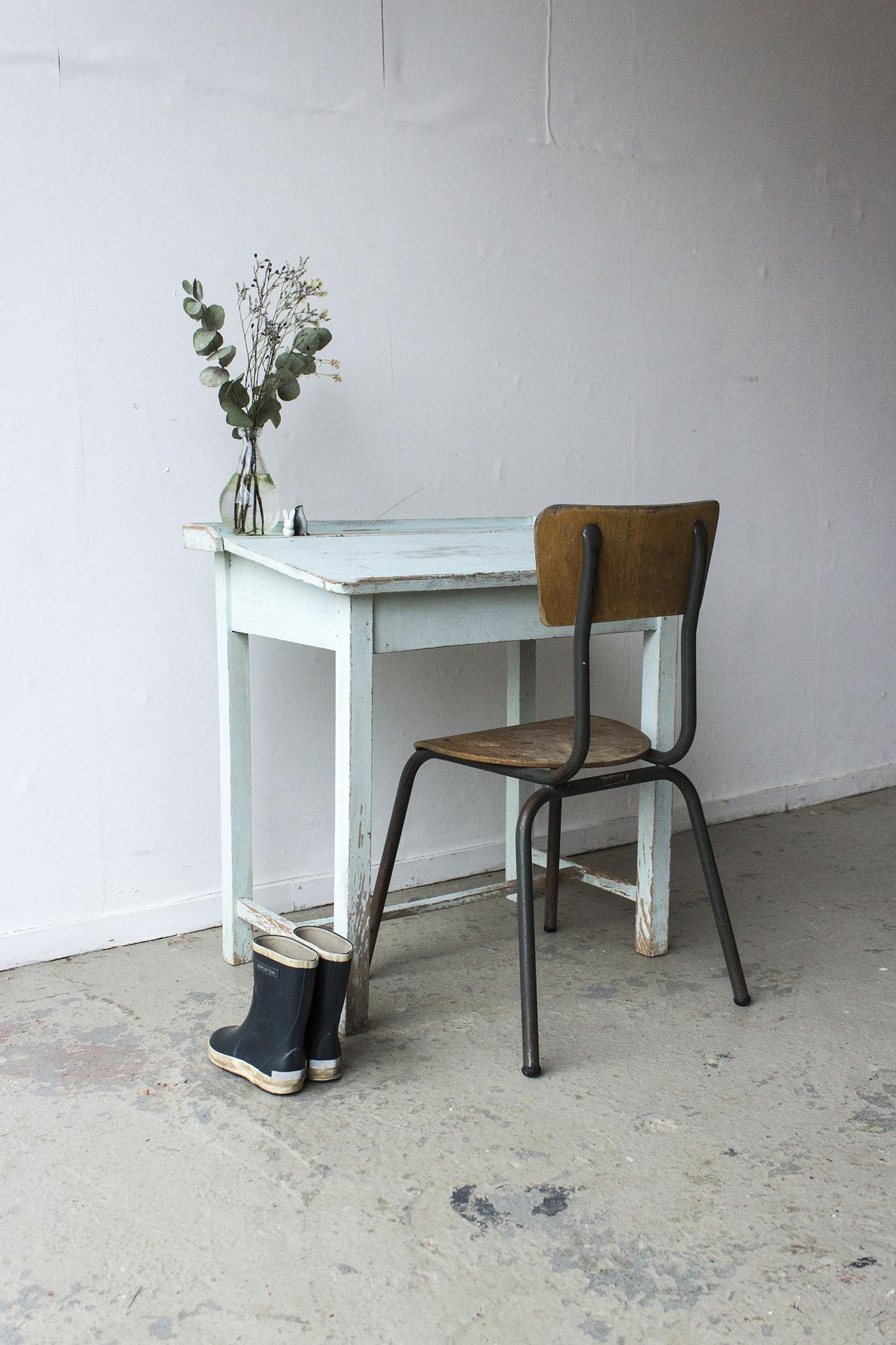 3162 - Lichtblauw vintage kleutertafeltje - Firma zoethout_3.jpg