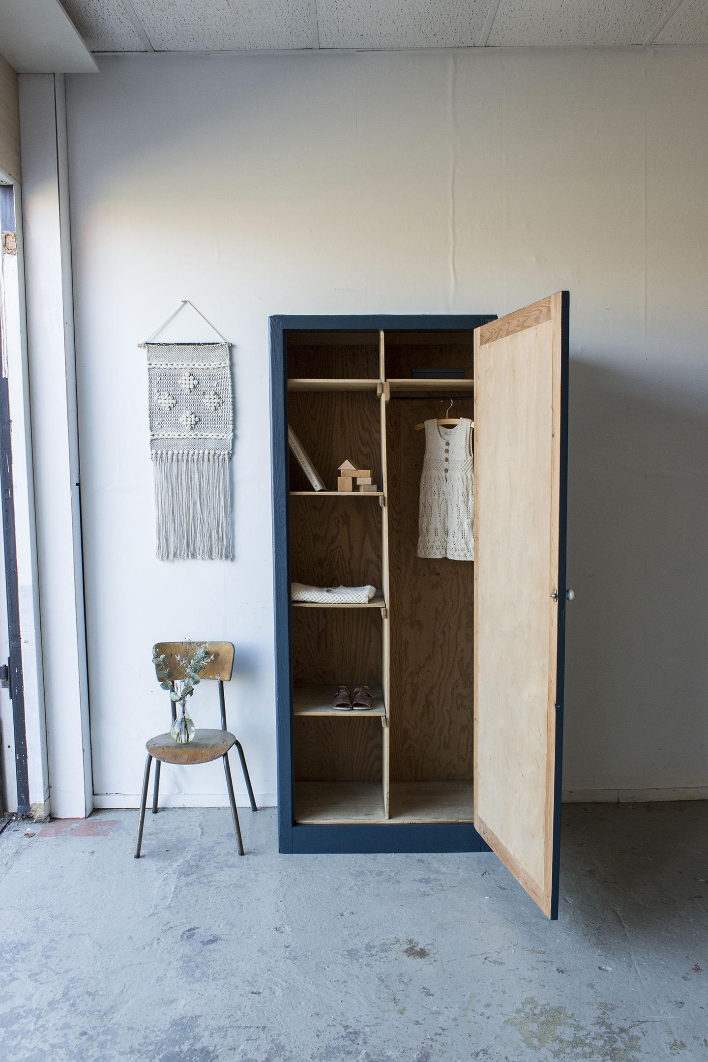 1420 - donkerblauwe vintage kledingkast - Firma zoethout_3.jpg