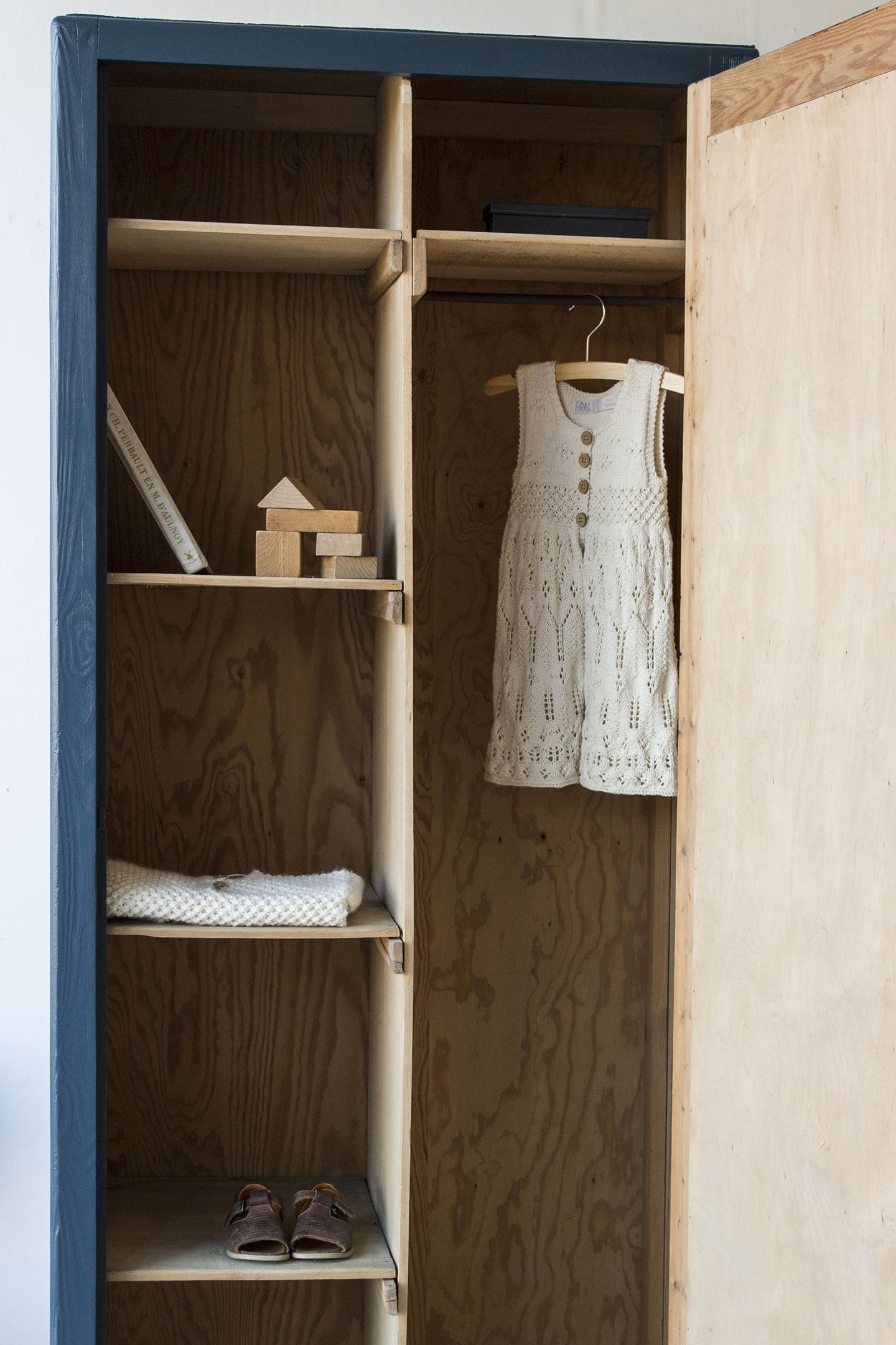 1420 - donkerblauwe vintage kledingkast - Firma zoethout_4.jpg