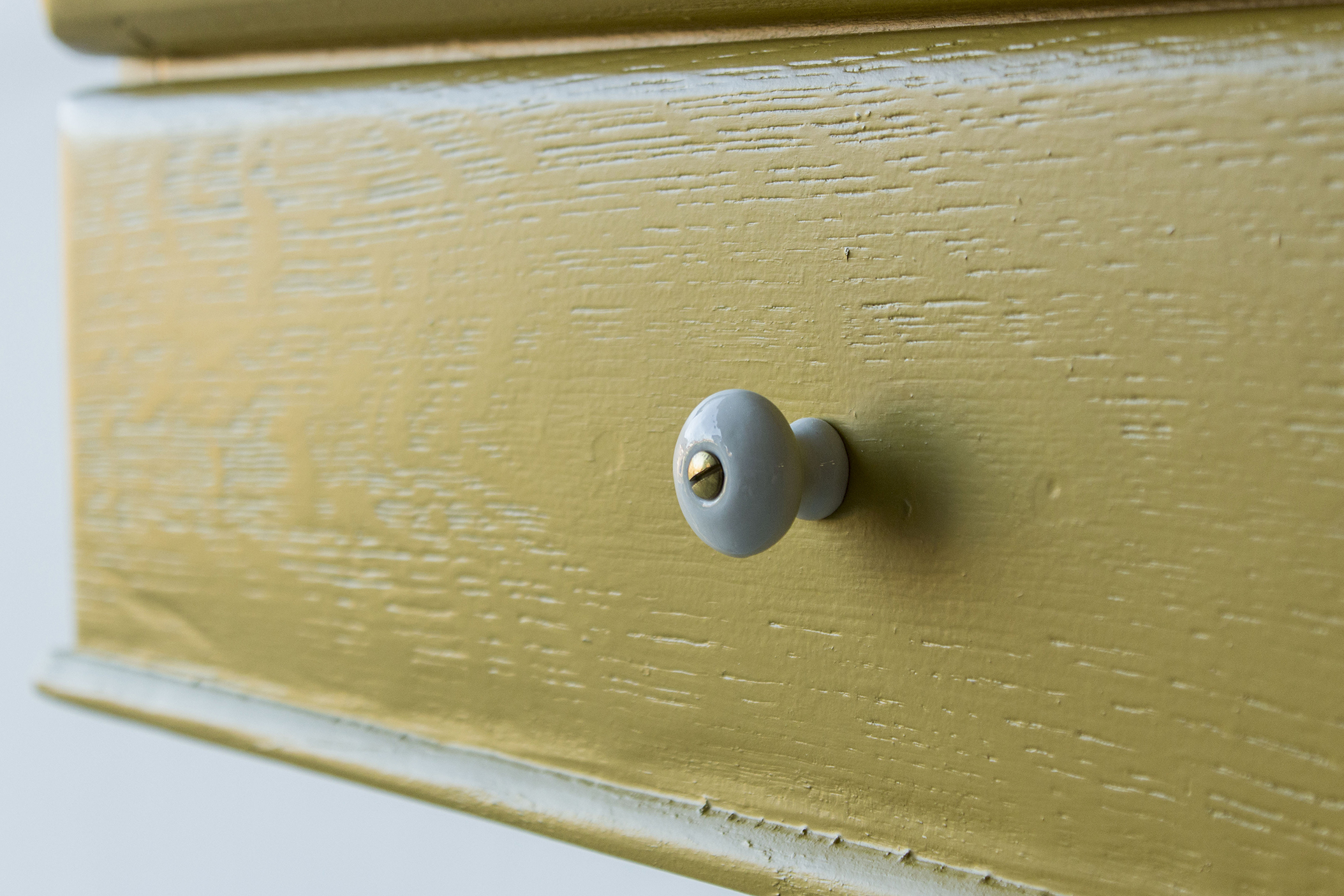 6042- Okergeel wandkastje met laatje - Firma zoethout_2.jpg