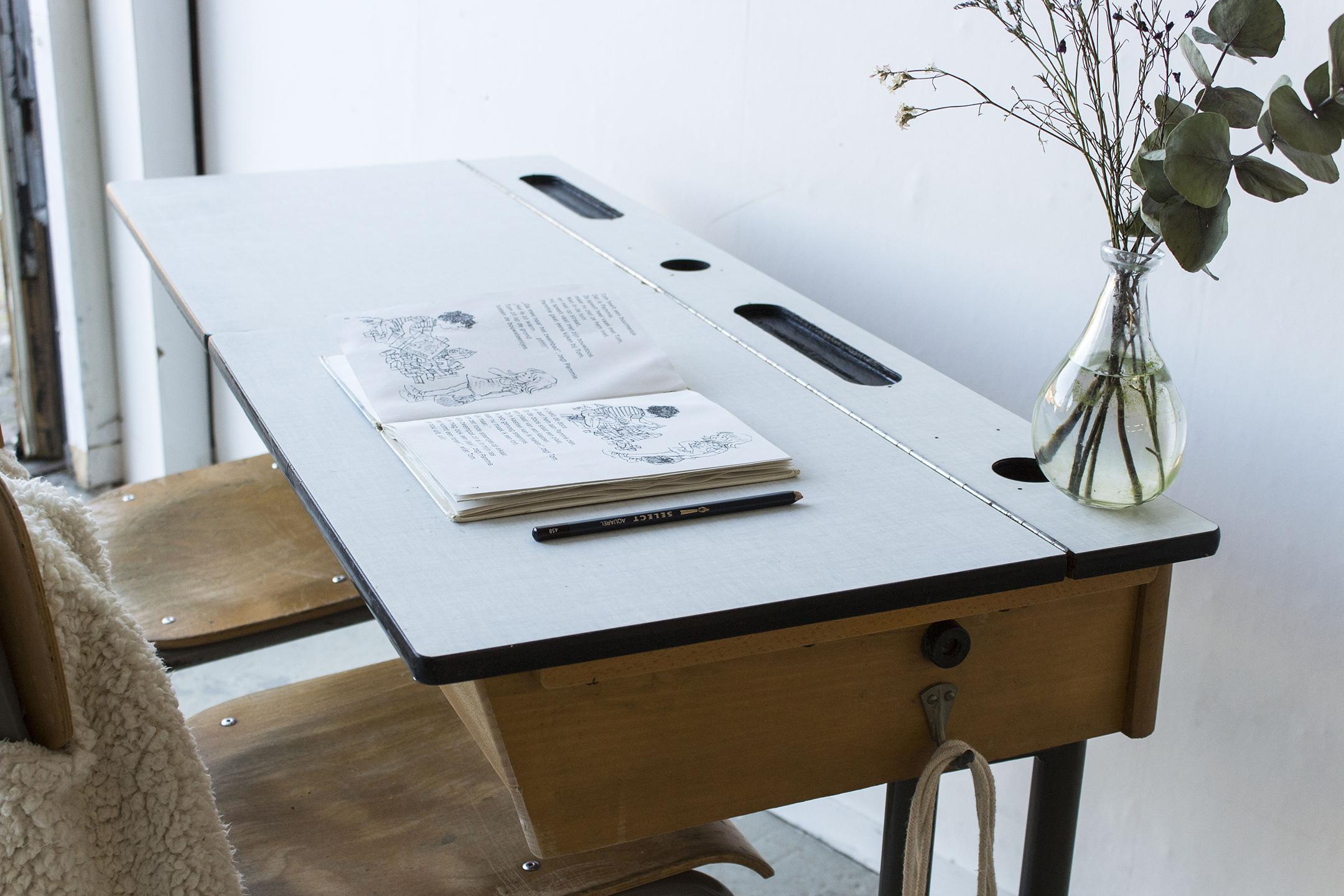 3163 - vintgate schooltafel met kleppen - Firma zoethout_2.jpg