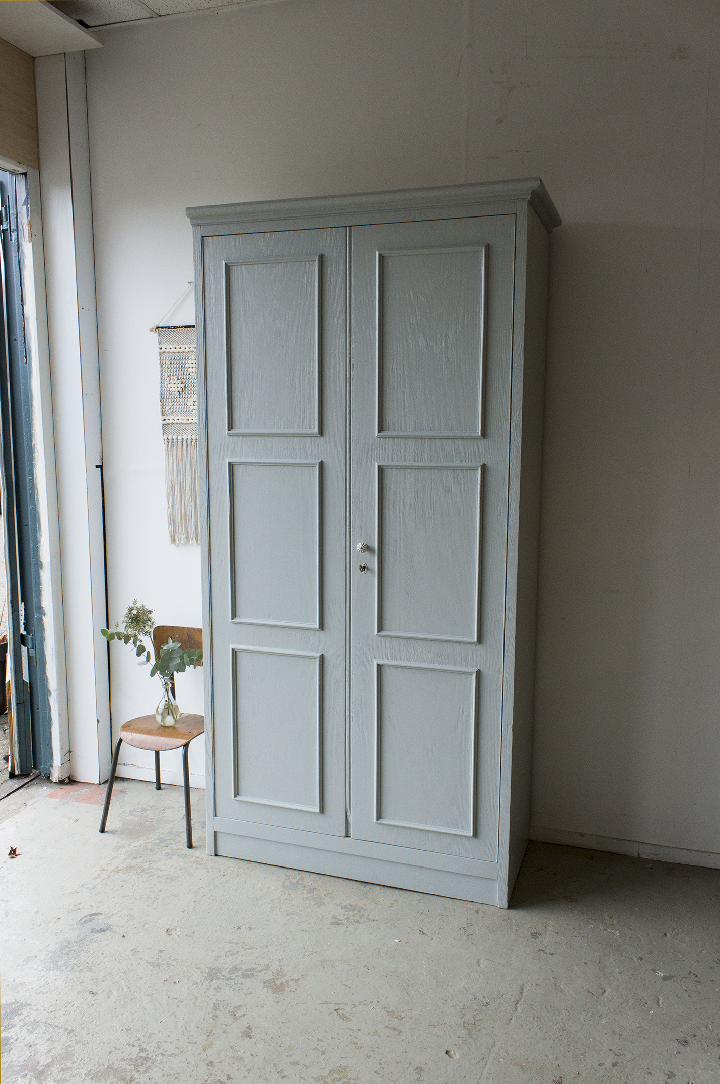 1423 - zachtgrijze grote vintage kast - Firma zoethout_1.jpg