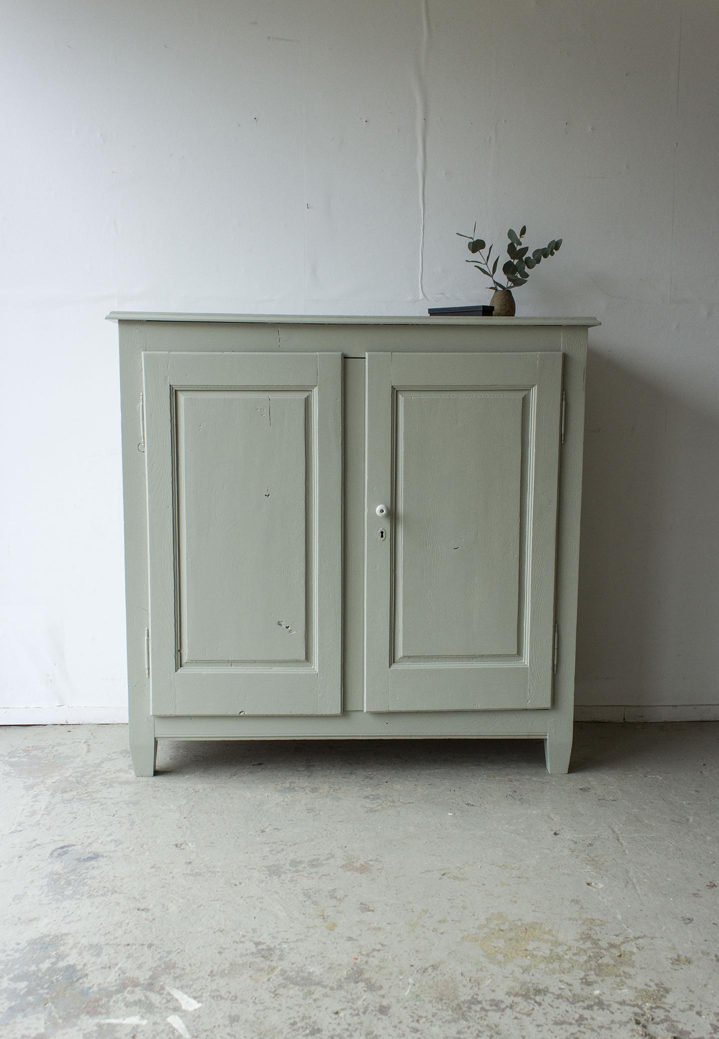 1329 - zachtgroen vintage kastje - Firma zoethout_4.jpg