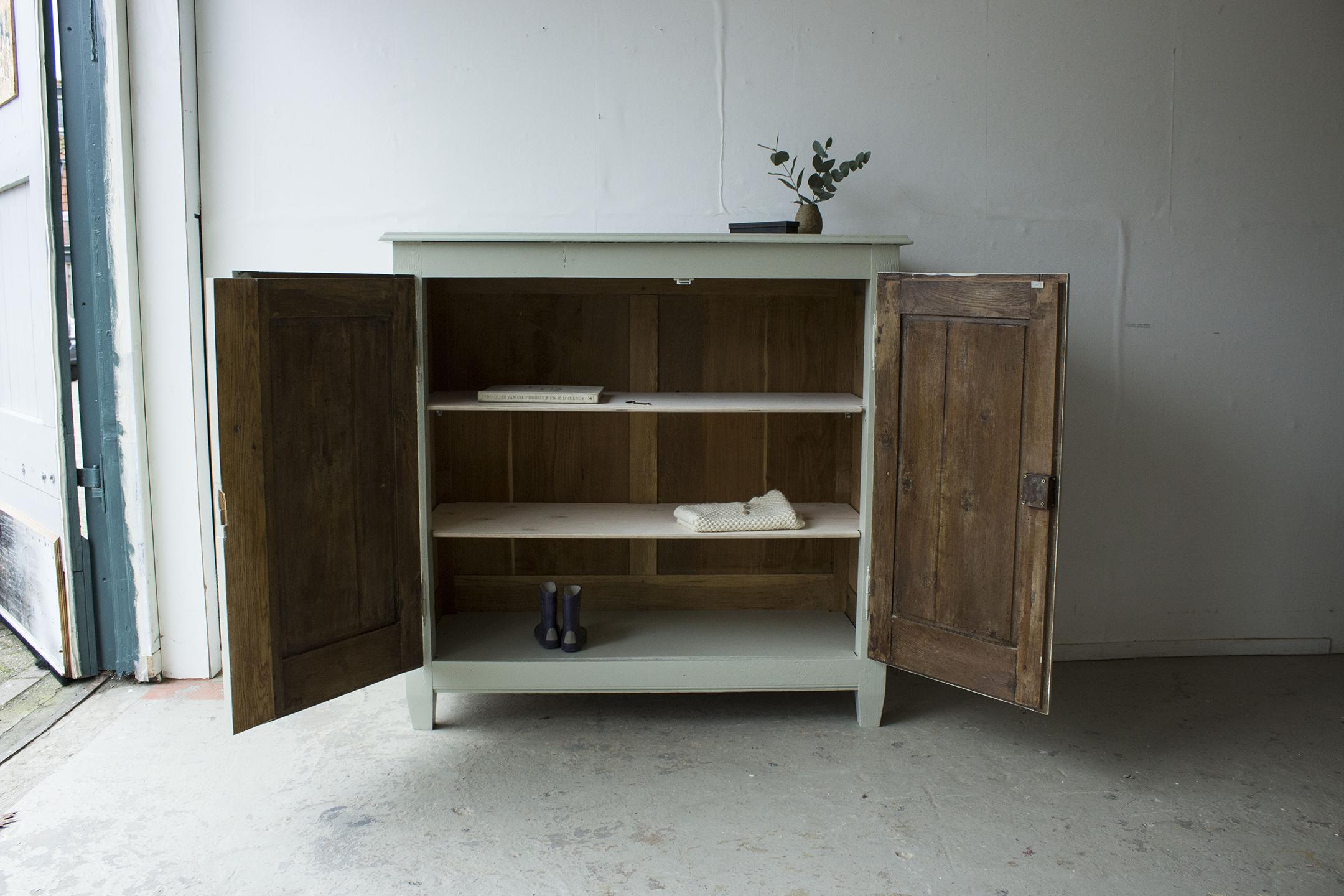 1329 - zachtgroen vintage kastje -OPEN- - Firma zoethout.jpg