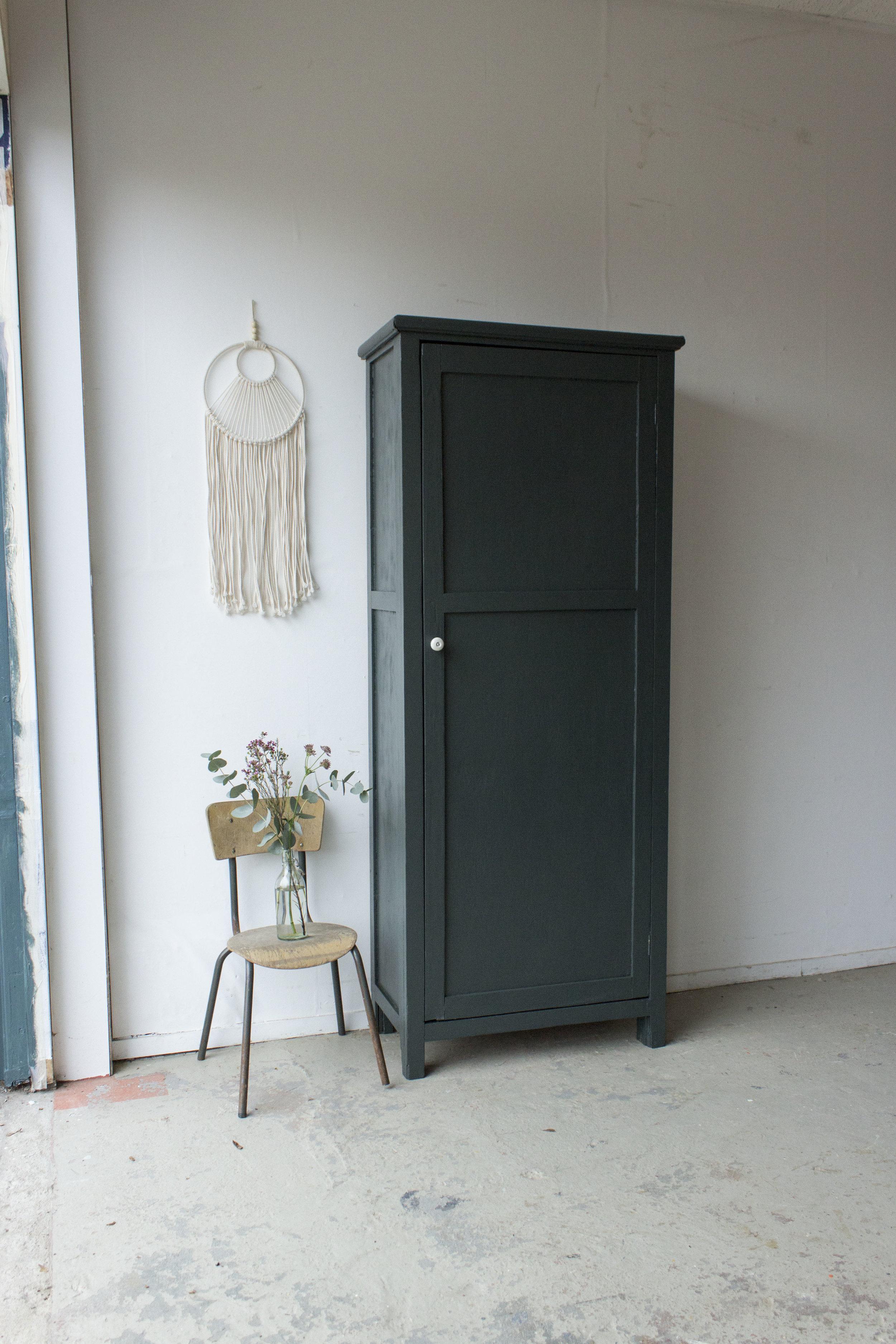 1457 - woudgroene vintage kledingkast - Firma zoethout.jpg
