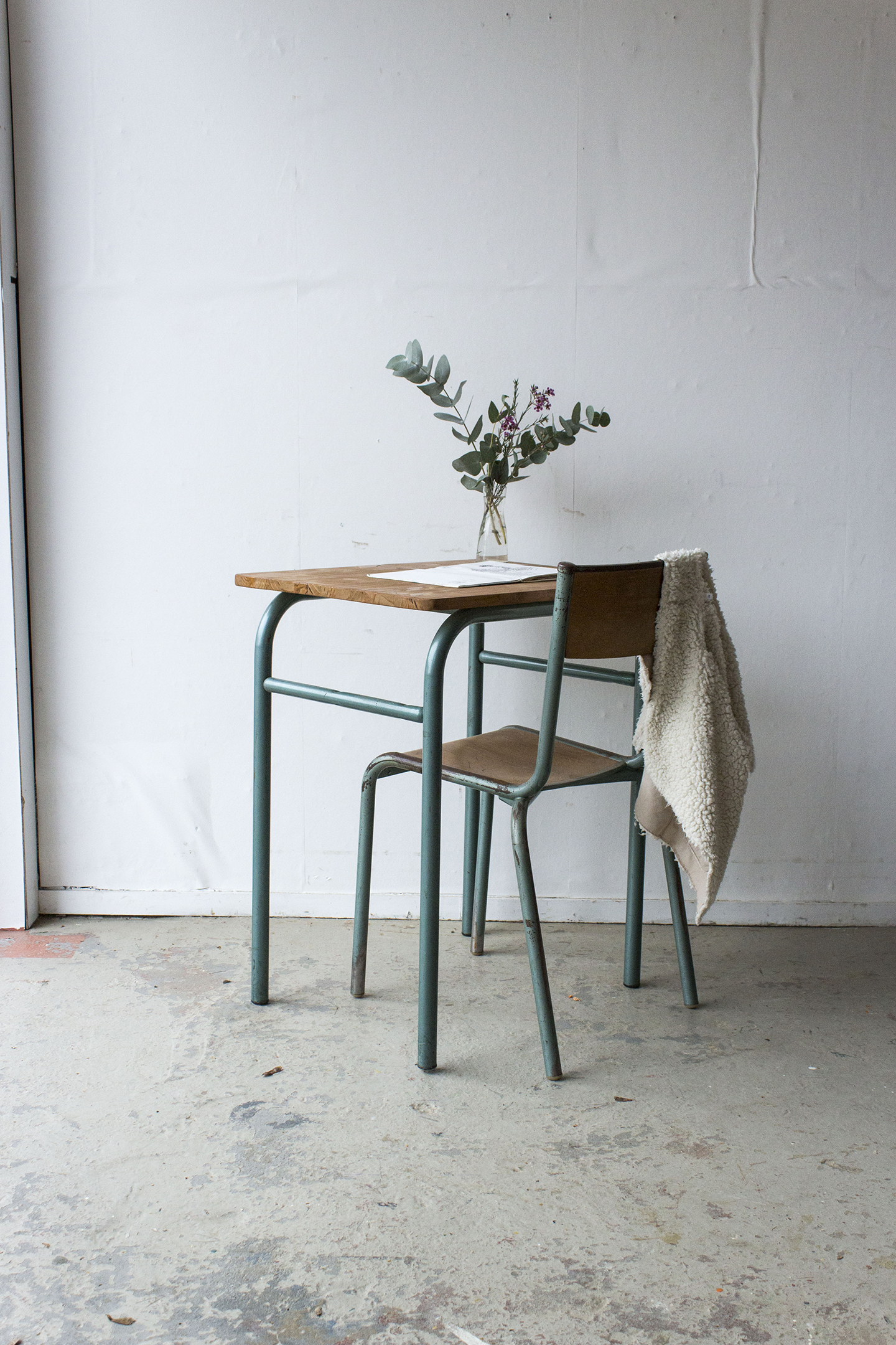 3176 - 1p vintage schooltafel met groen frame - Firma zoethout.jpg