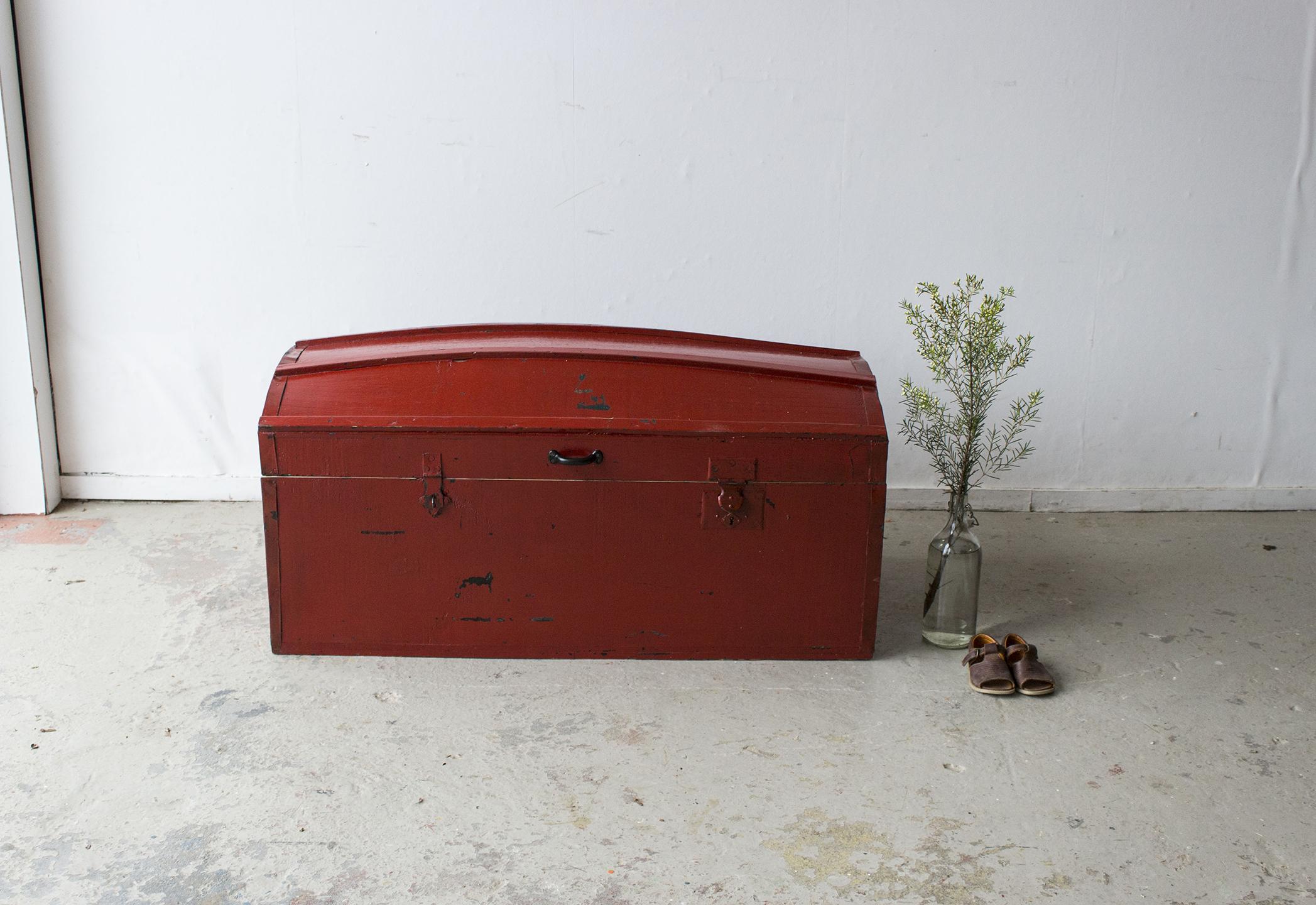 5045 - Rode vintage kist met bolle deksel - Firma zoethout_1.jpg