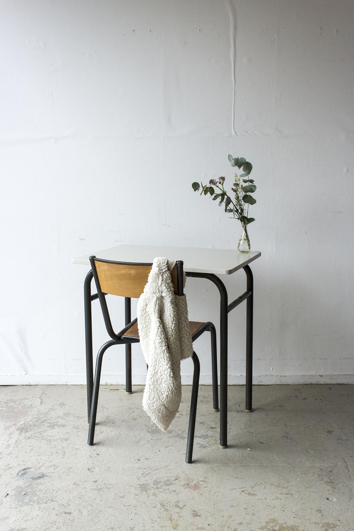 3175 - 2p schooltafel met linnen houten blad - Firma zoethout_1.jpg