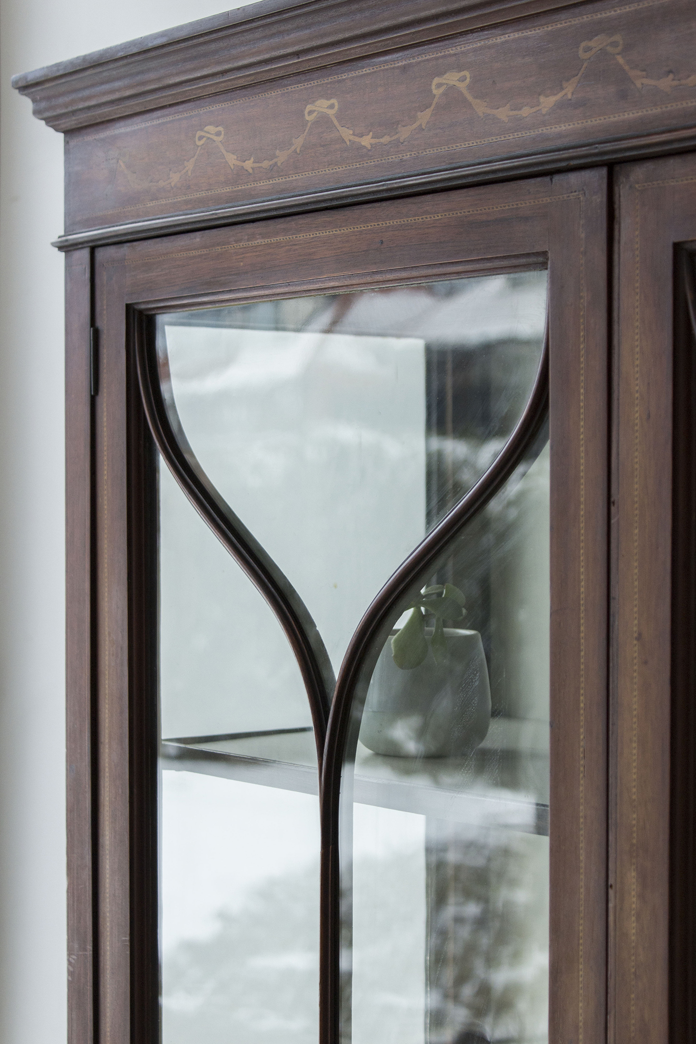 1486 - Vintage vitrinekastje uit Engeland - Firma Zoethout.jpg