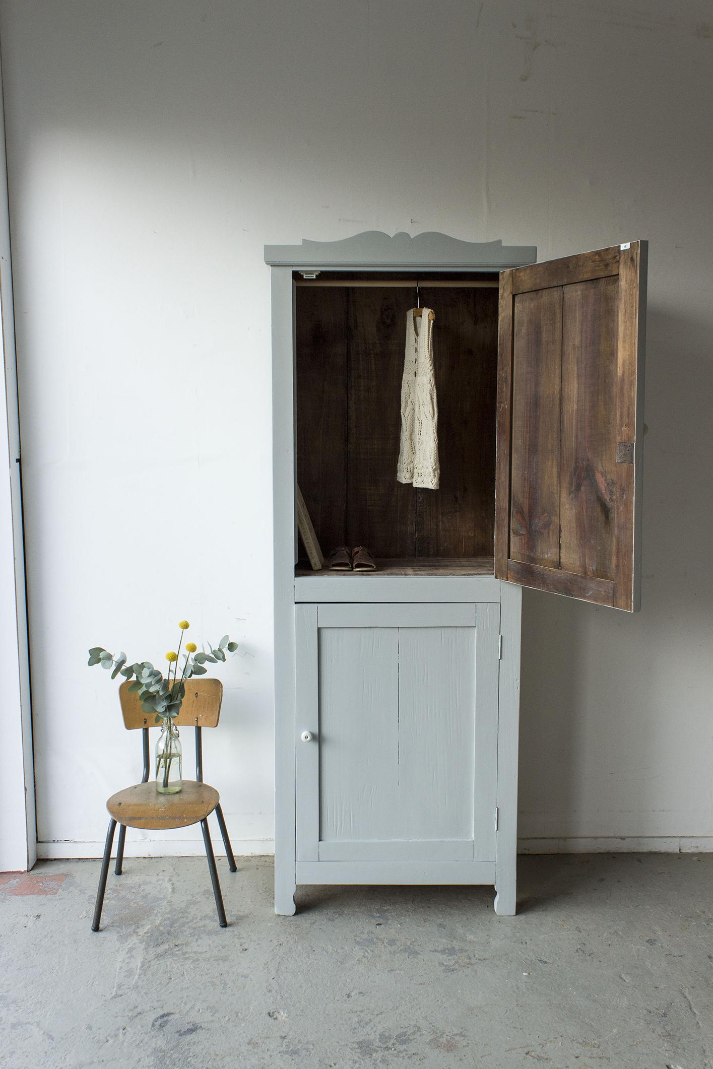 1399 - zachtgrijs vintage kledingkastje - Firma Zoethout_3.jpg