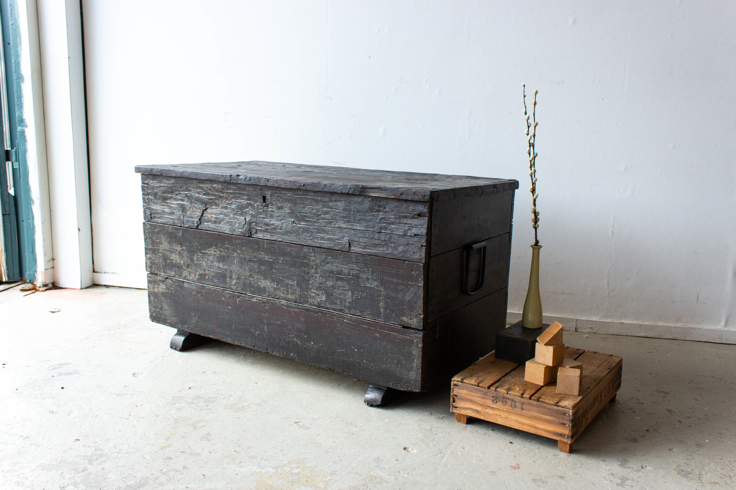 5047 - zwarte vintage kist.jpg