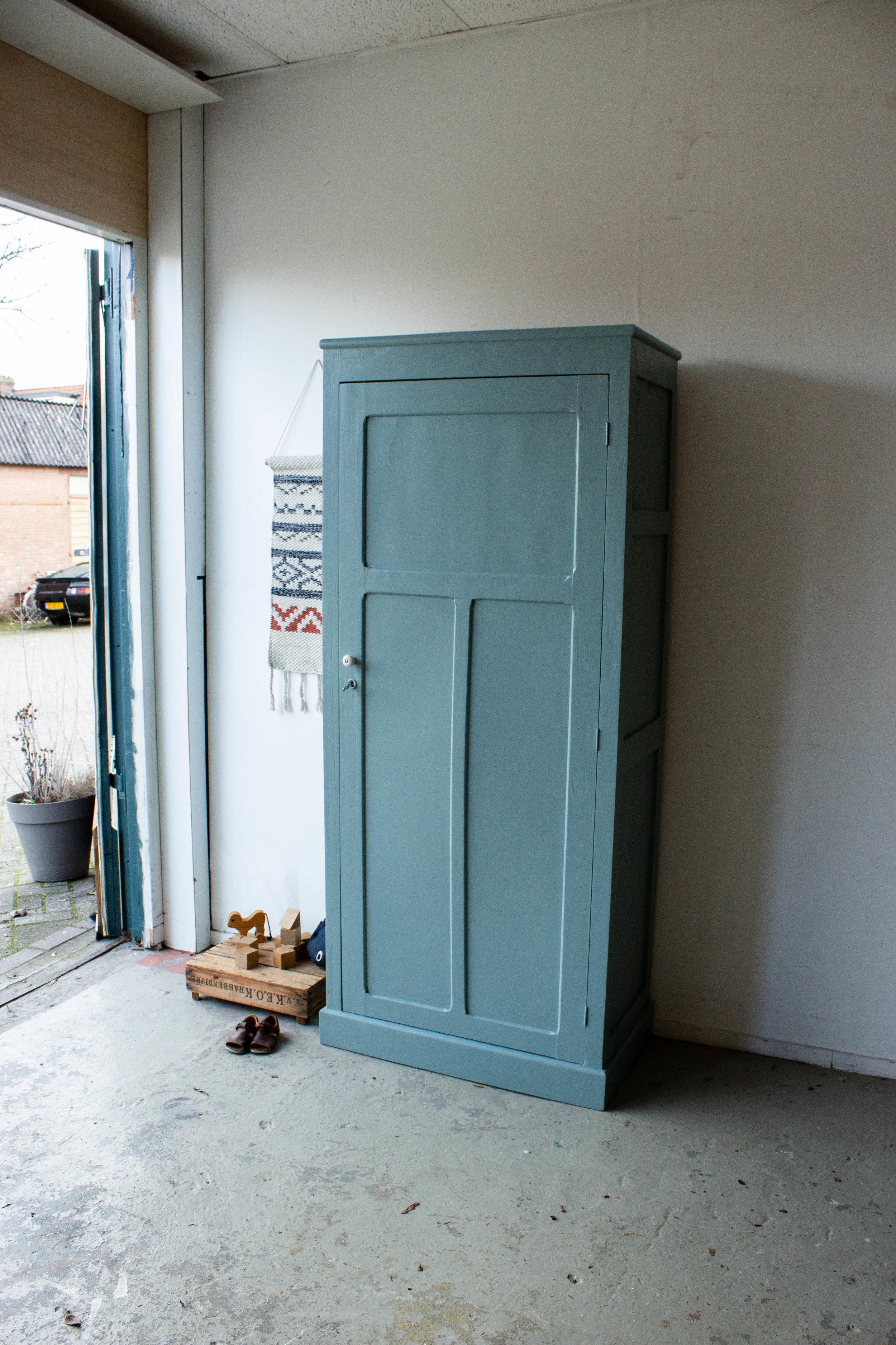 1443 - Grijsblauwe vintage kledingkast-3.jpg