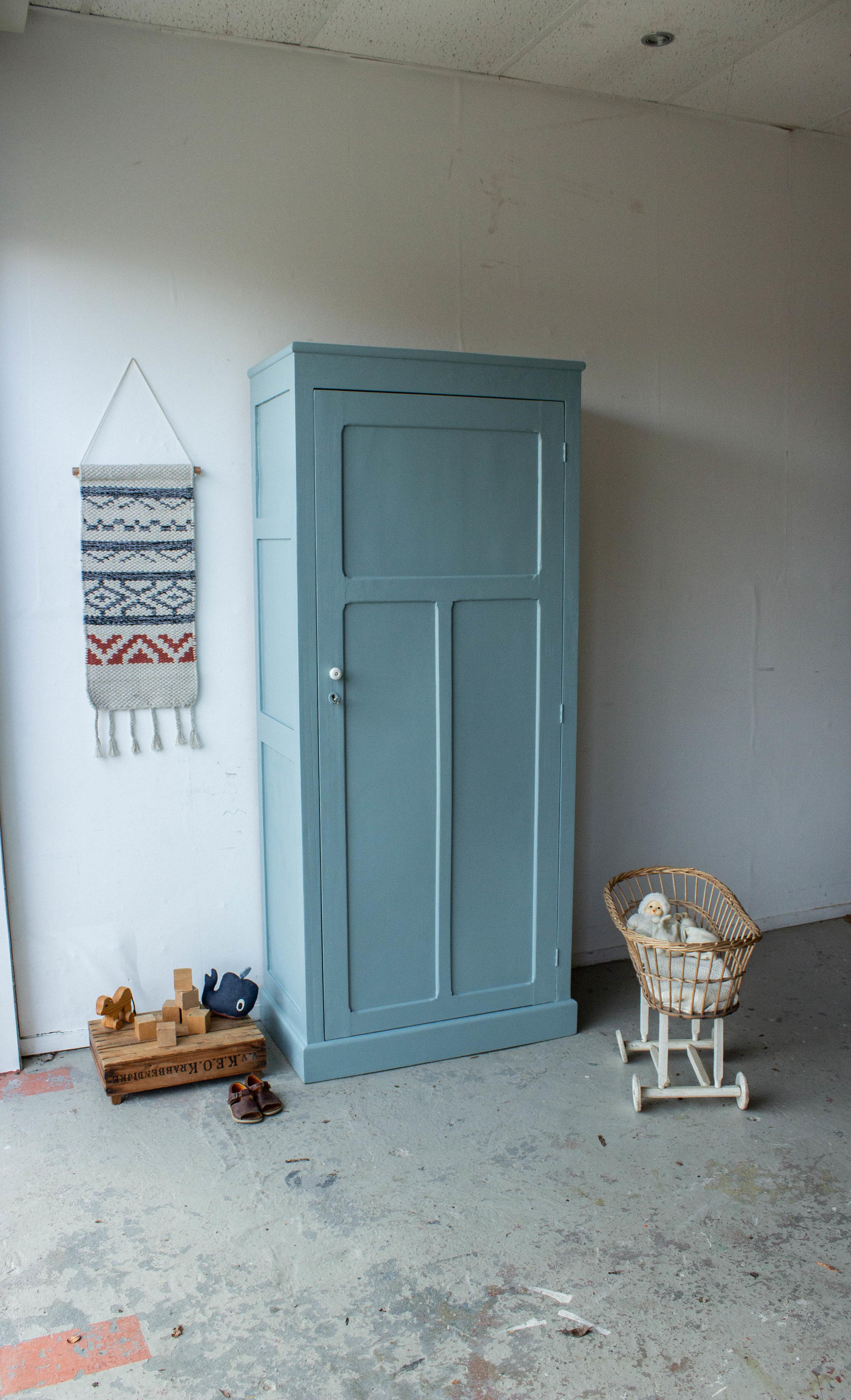 1443 - Grijsblauwe vintage kledingkast-2.jpg