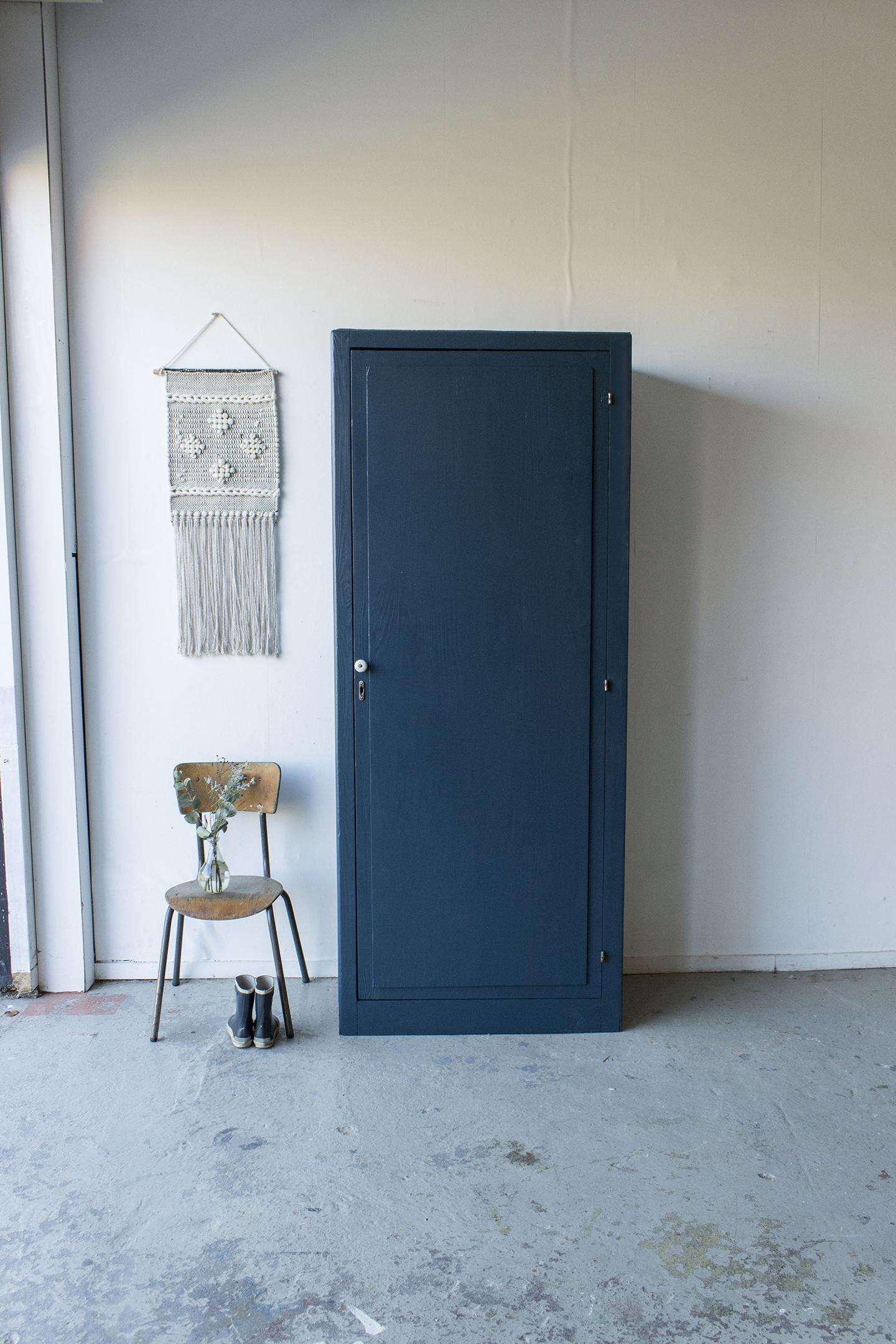 -1420 - donkerblauwe vintage kledingkast - Firma zoethout_1.jpg
