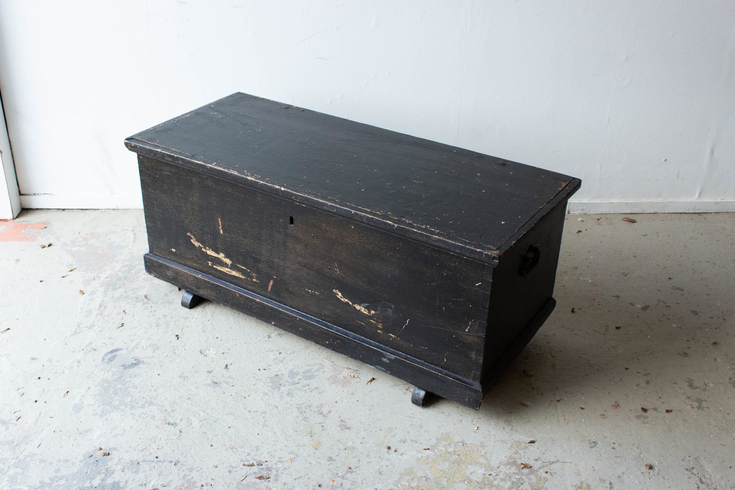 5046 - Zwarte brede kist met afbeelding Marie-5.jpg