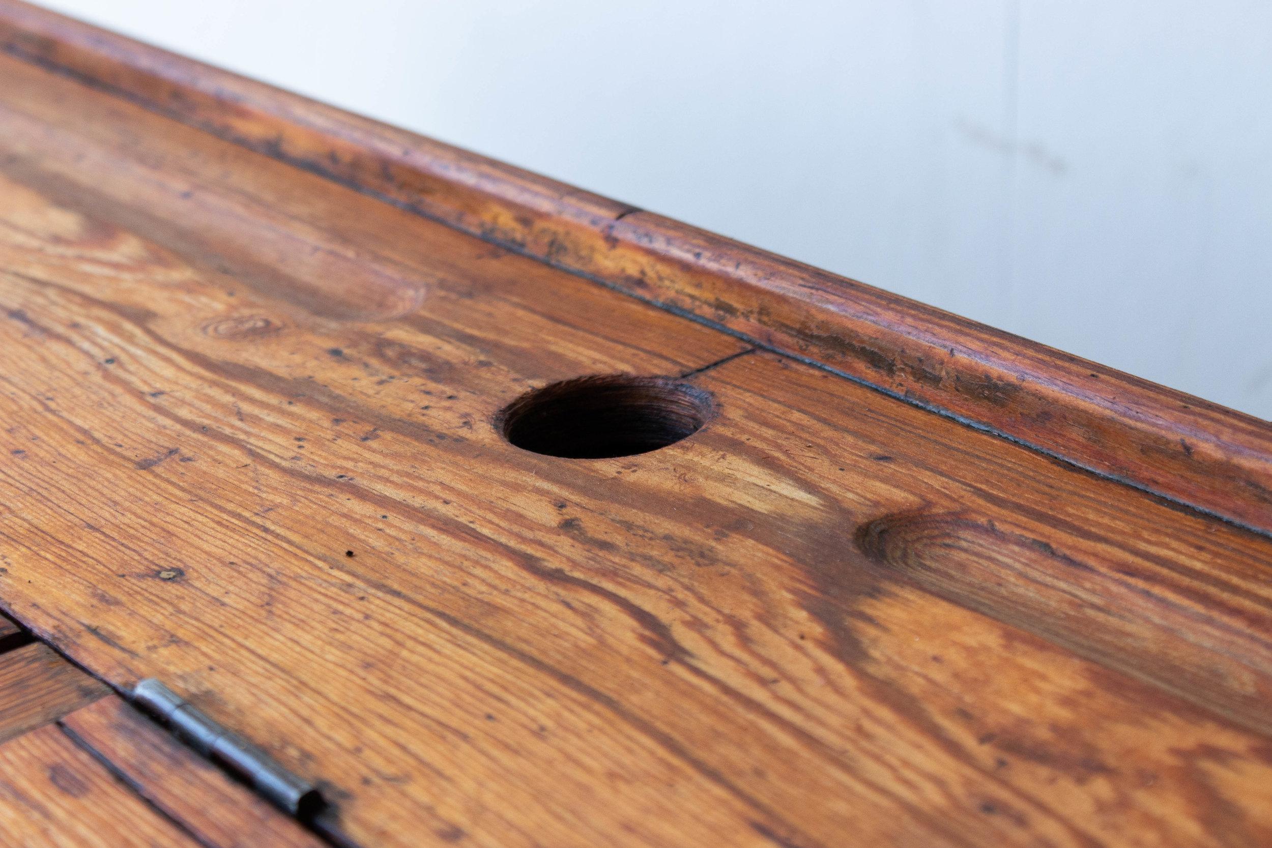 3179 - 2p vintage schoolbankje van hout-4.jpg