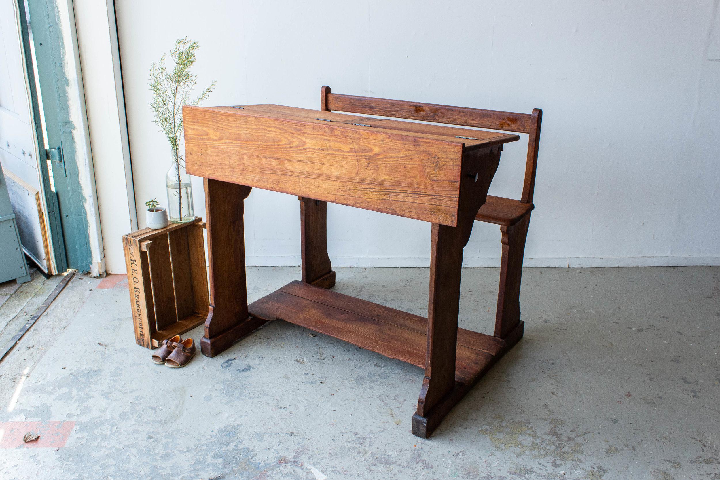 3179 - 2p vintage schoolbankje van hout-5.jpg