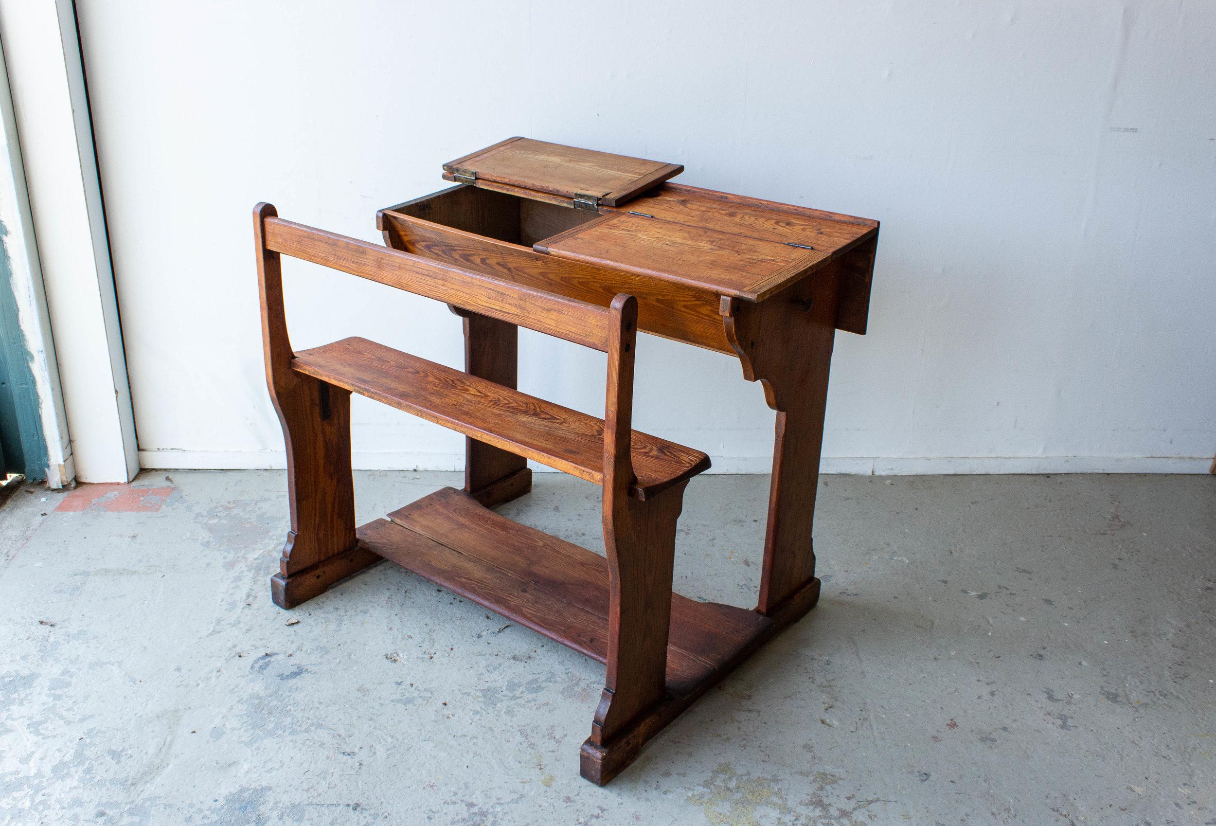 3179 - 2p vintage schoolbankje van hout-6.jpg