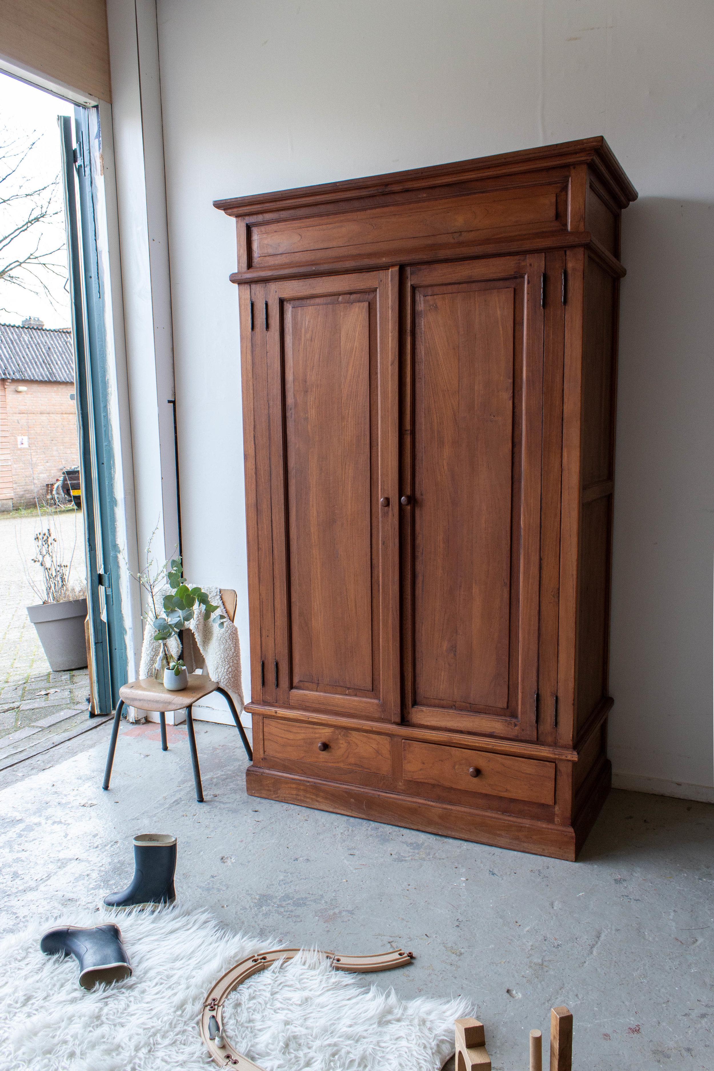 1483 - Vintage meidenkast van hout.jpg