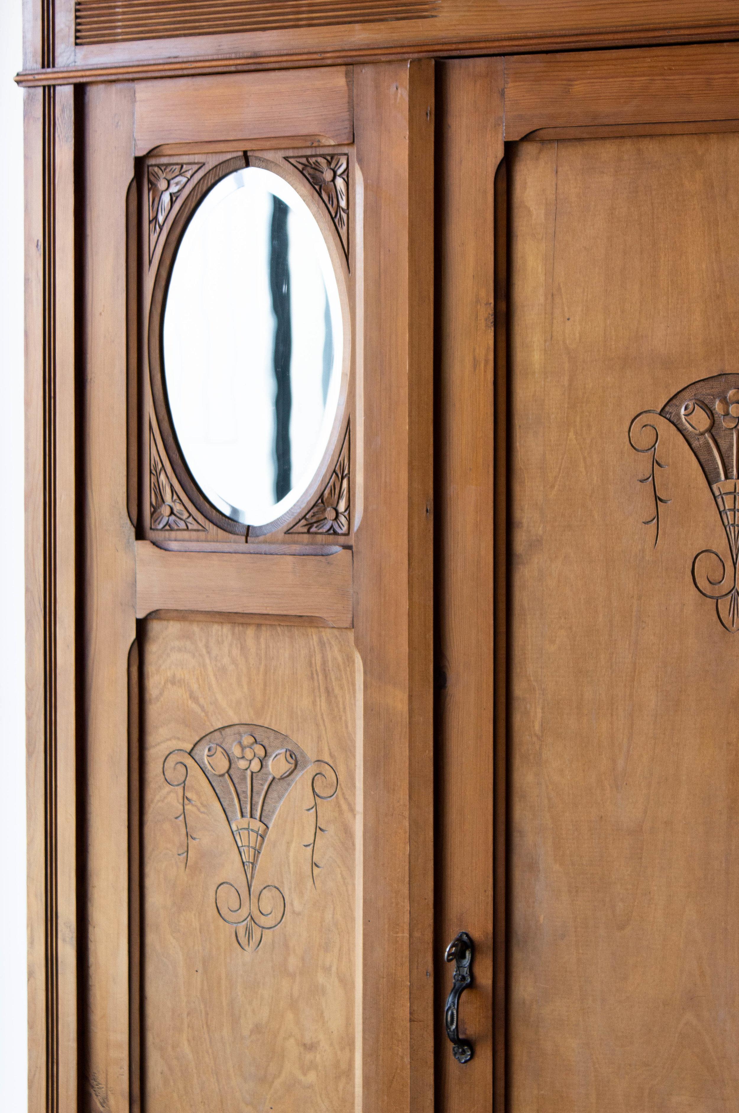 1497- demontabele vintage kast met houtsnijwerk-3.jpg