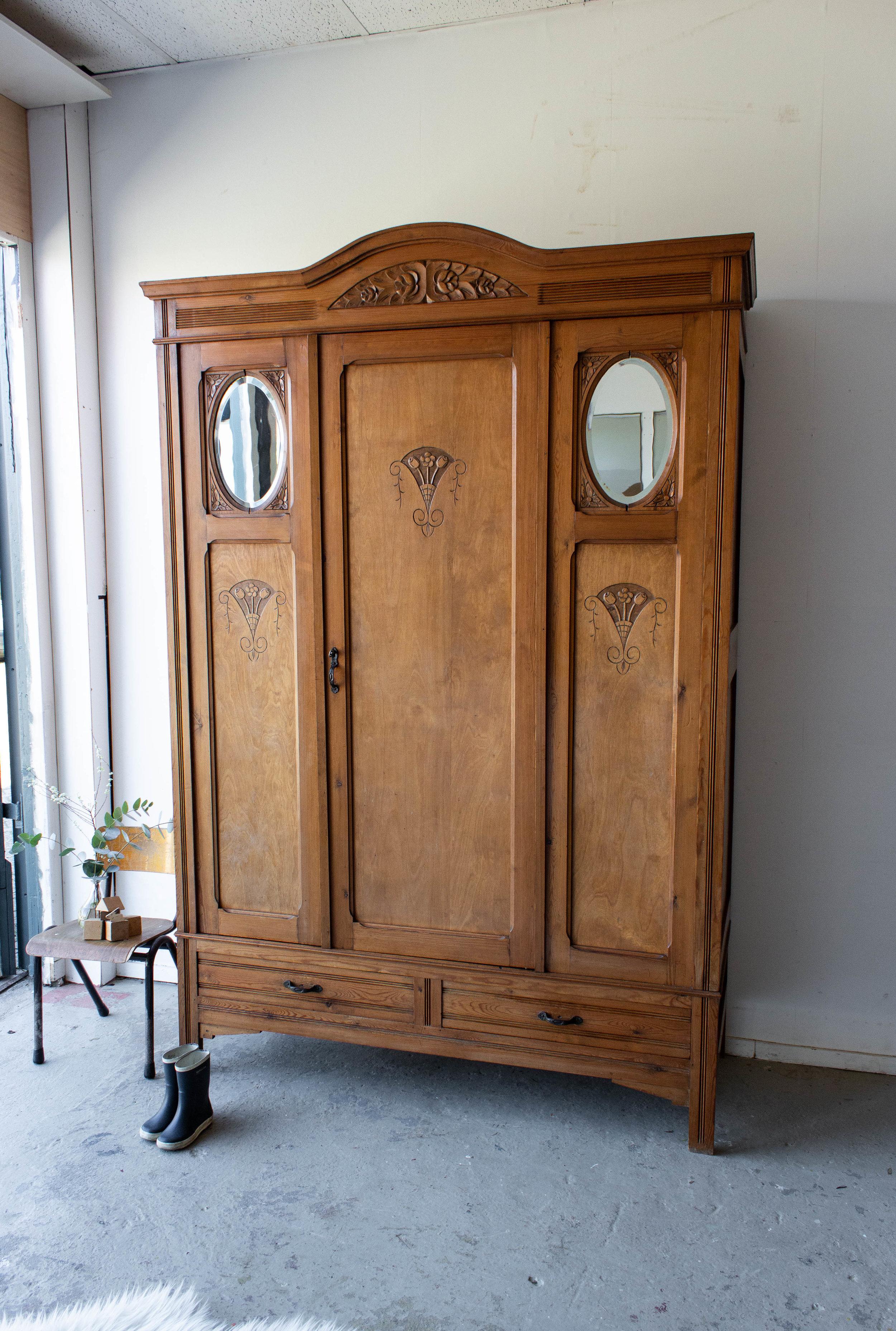 1497- demontabele vintage kast met houtsnijwerk-2.jpg