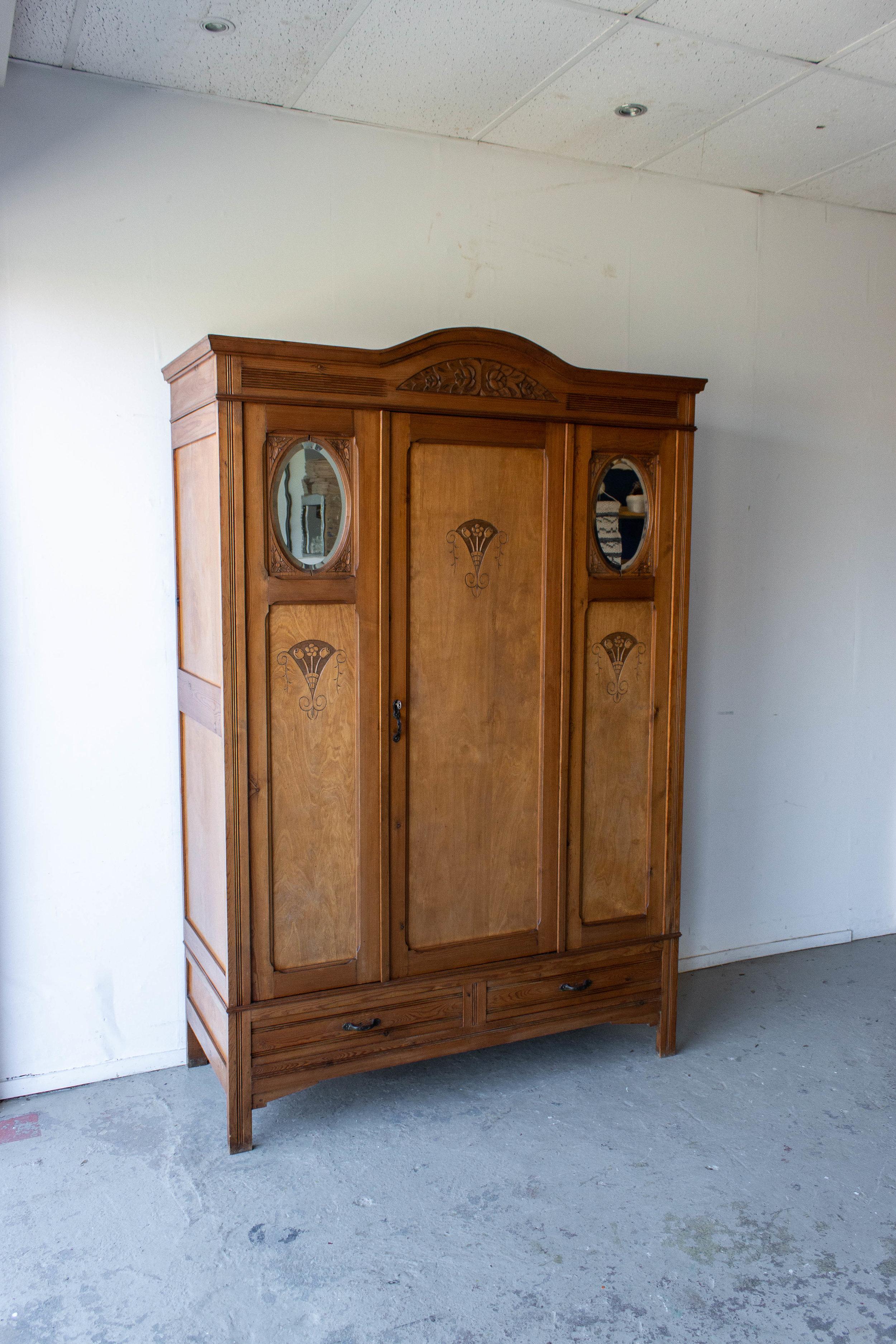1497- demontabele vintage kast met houtsnijwerk-6.jpg