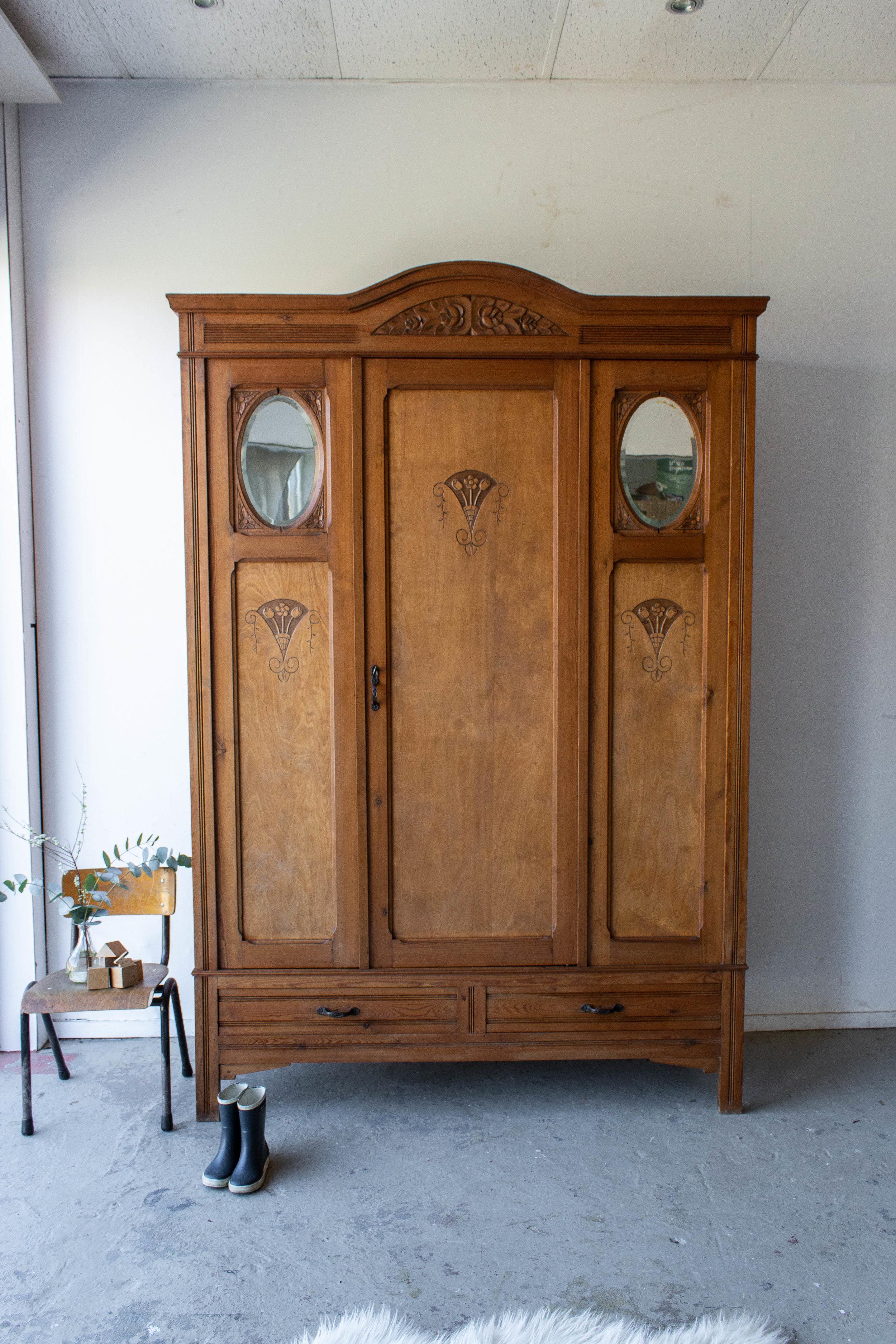 1497- demontabele vintage kast met houtsnijwerk.jpg