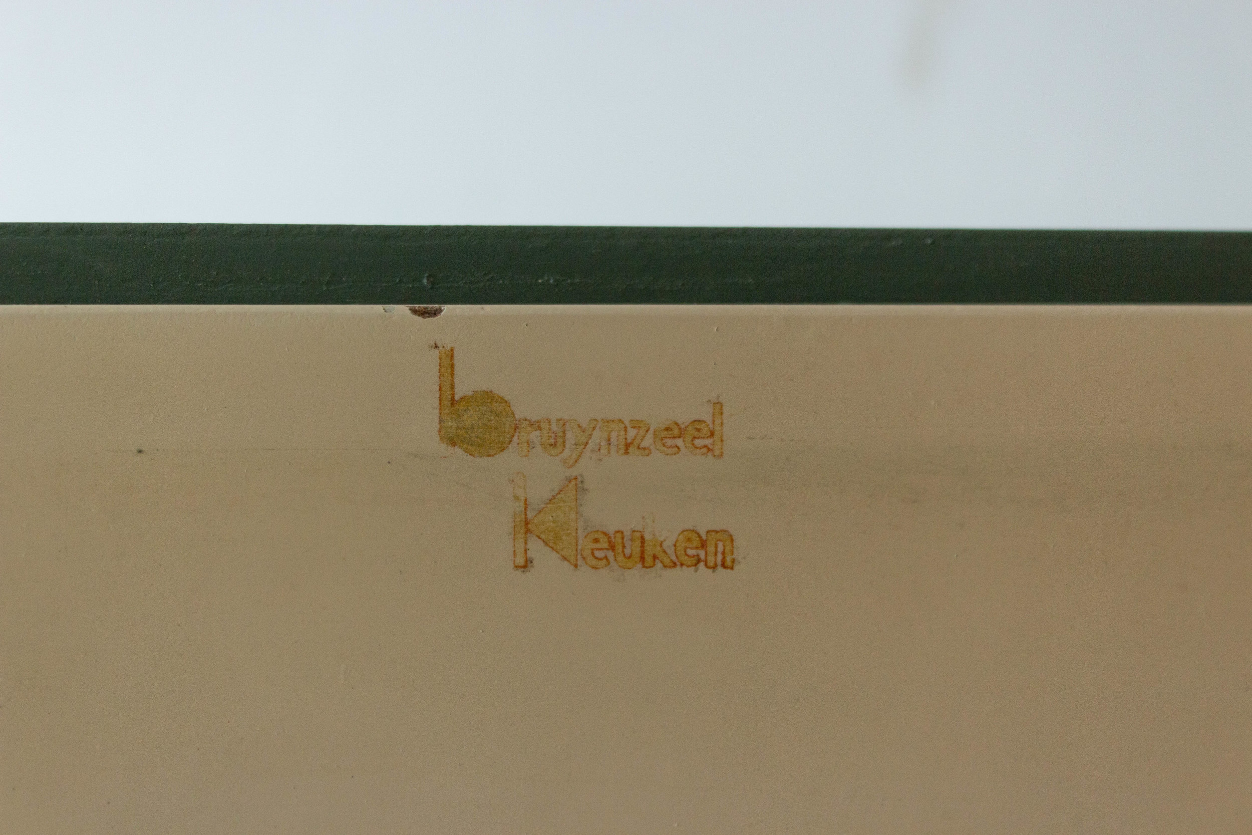 6035 - Dennengroen wadkastje met houten knop-3.jpg
