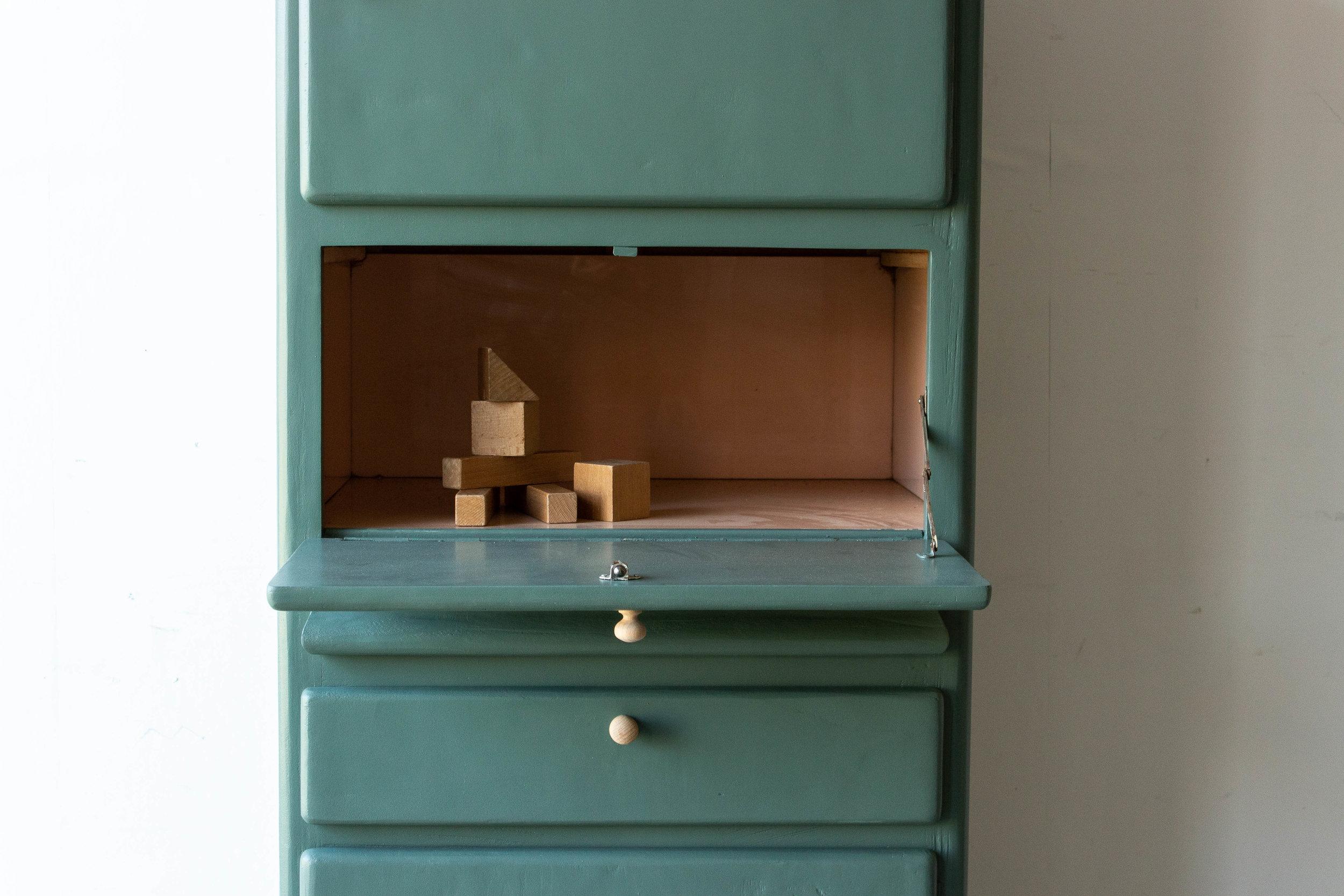 1509 - Dennengroen vintage keukenkastje-4.jpg