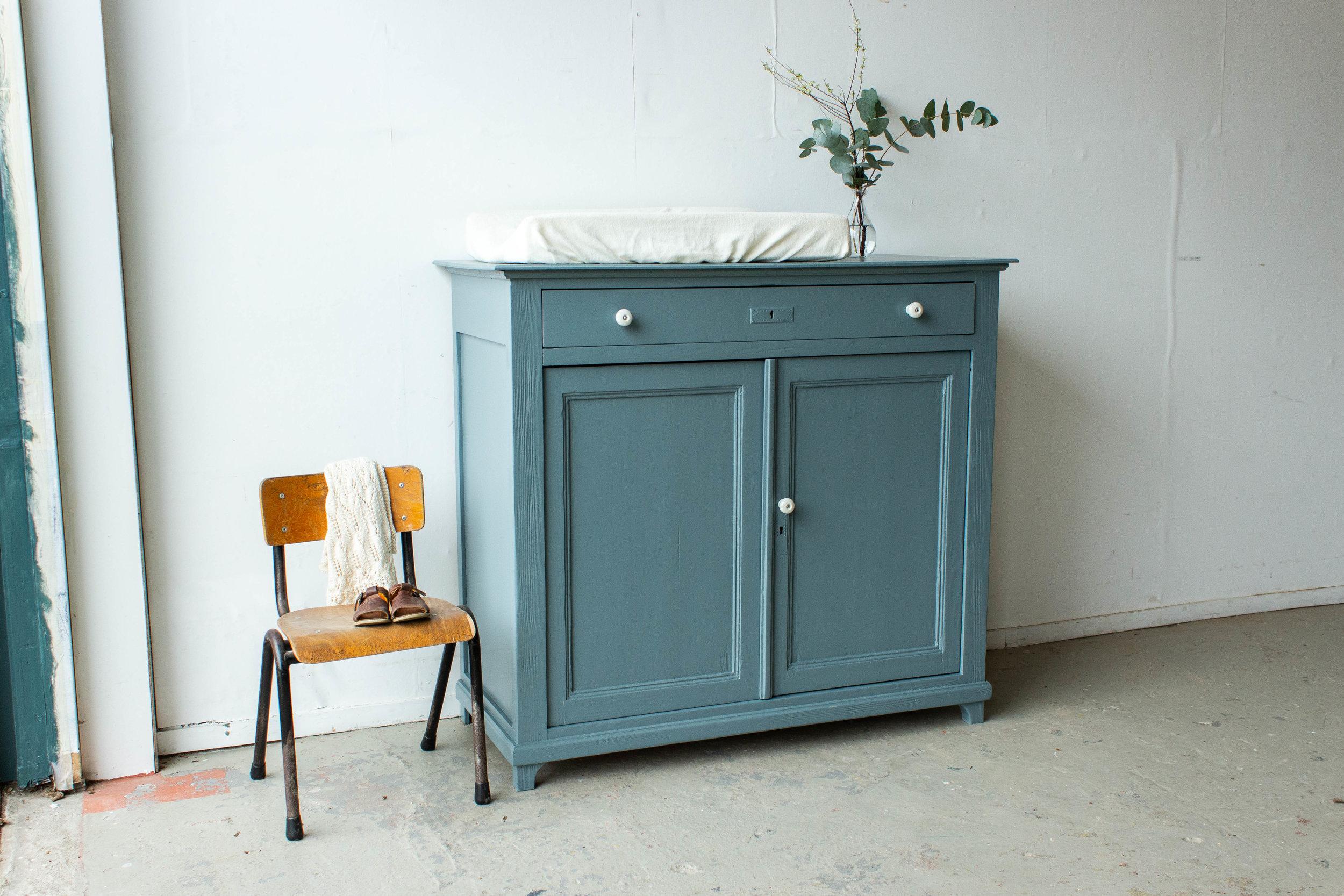 2184 - Grijsblauwe vintage commode.jpg