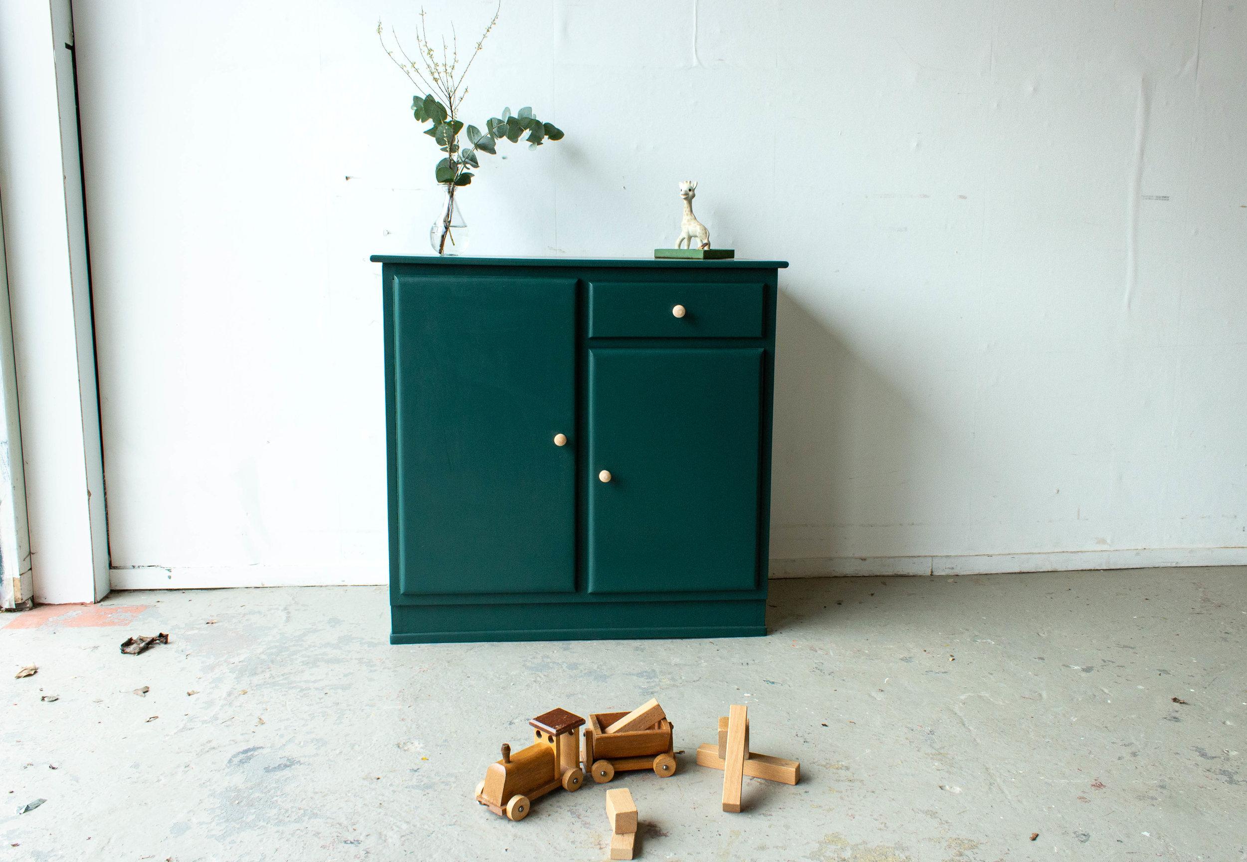 1450 - Groen vintage speelgoedkastje.jpg