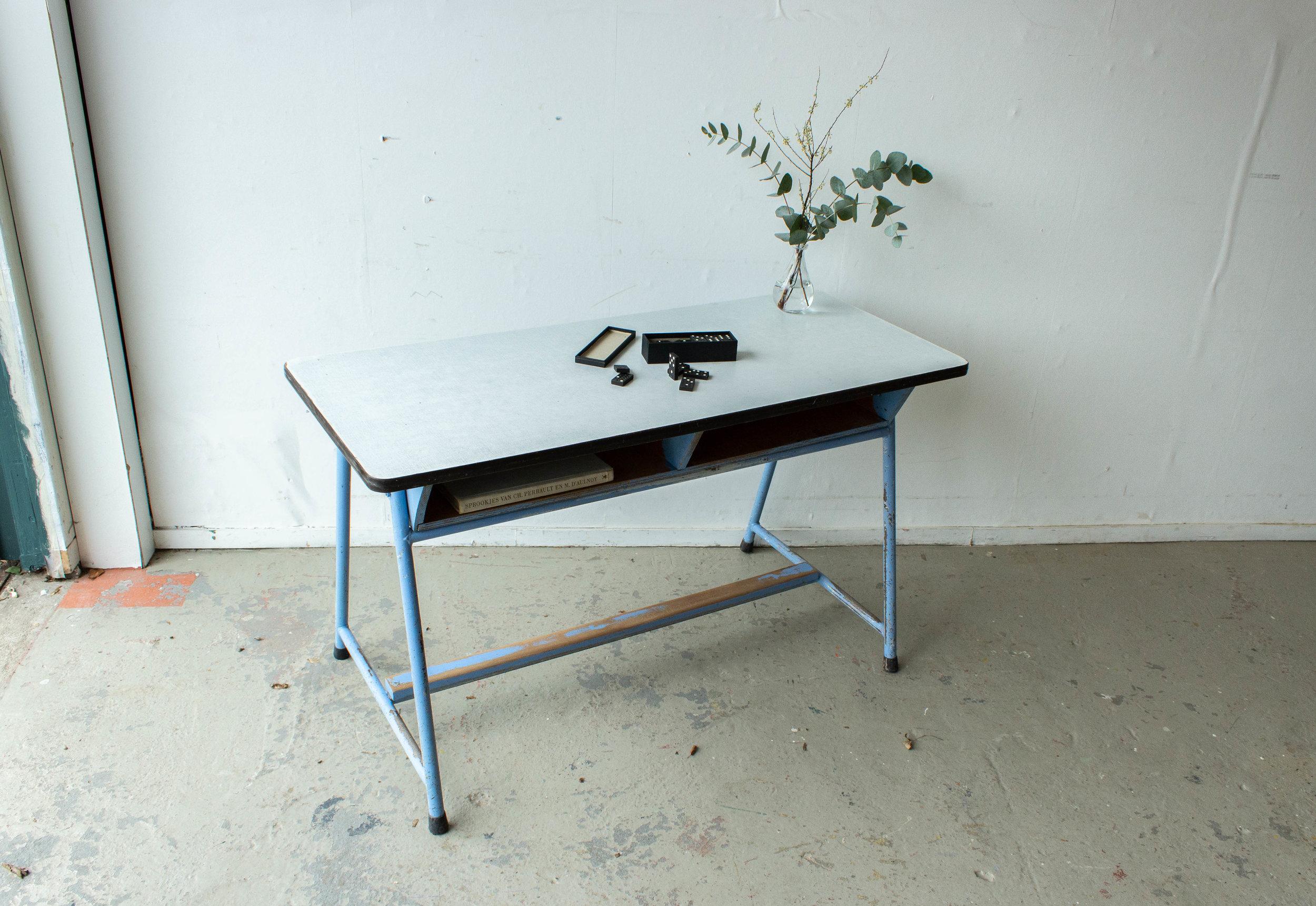 3137-4 - Lavendlblauwe vintage schooltafel-2.jpg