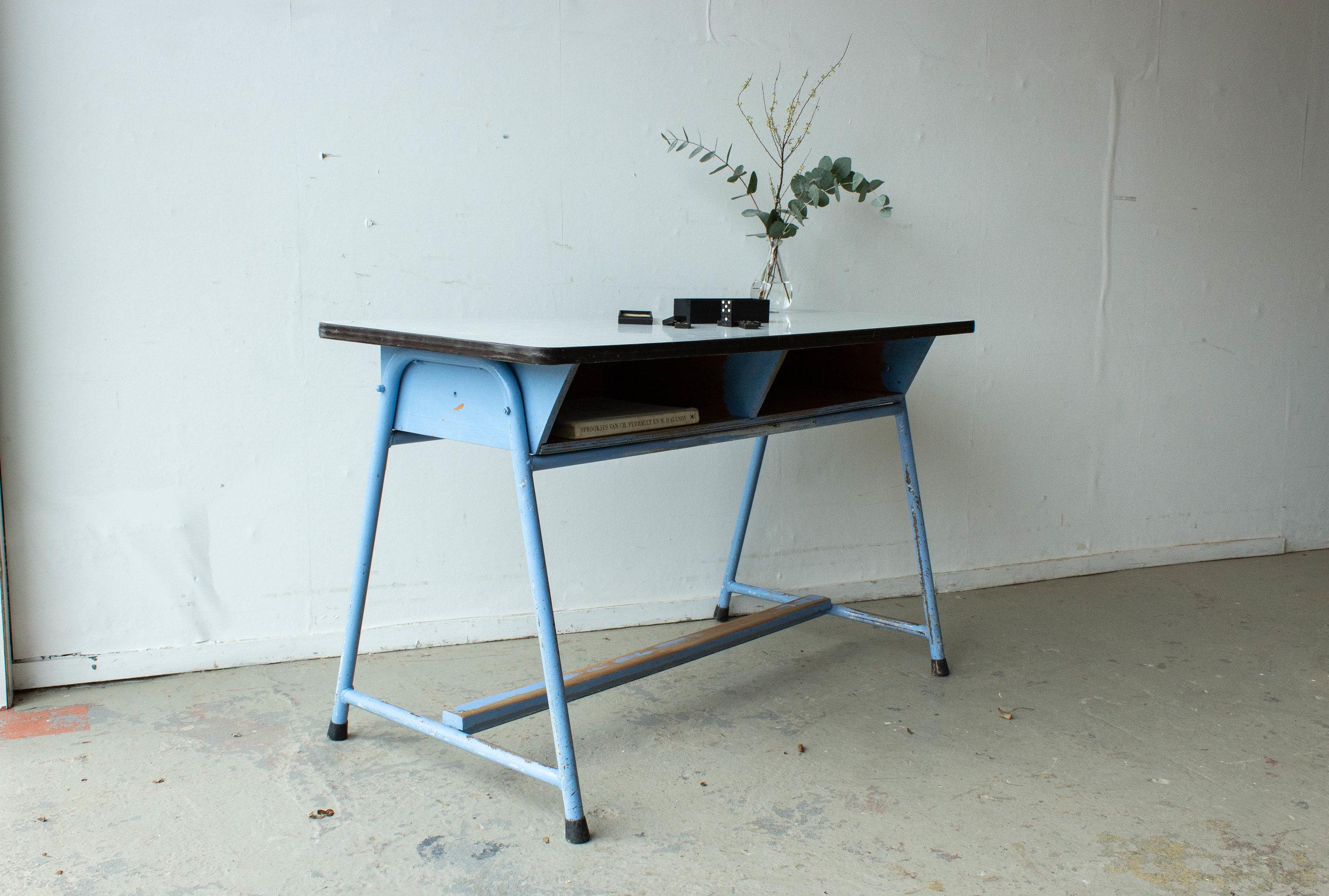 3137-4 - Lavendlblauwe vintage schooltafel.jpg