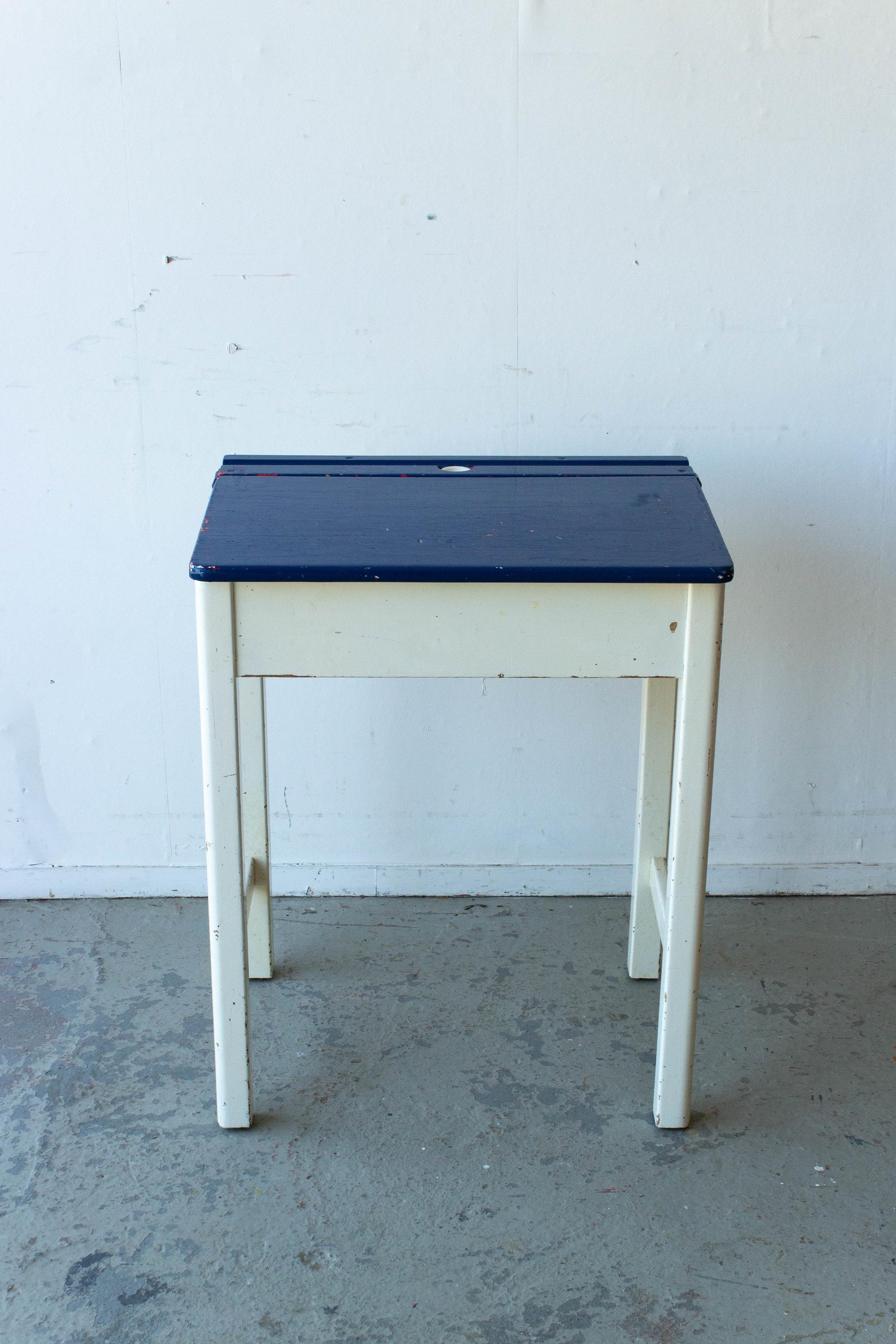 3182 - Engels blauw met wit schooltafeltje-5.jpg