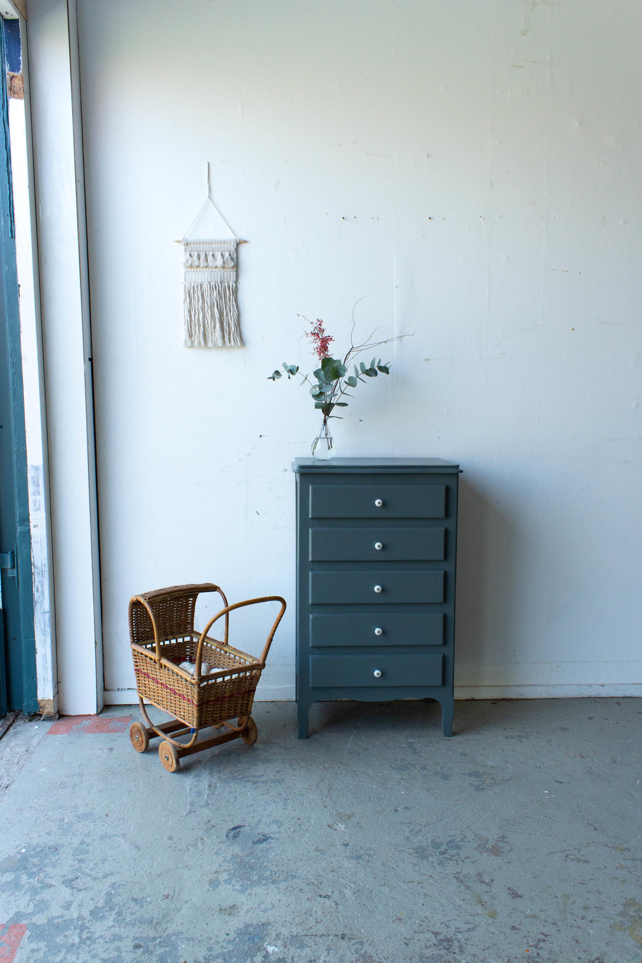 1506 - Vintage ladenkastje in antraciet kleur.jpg