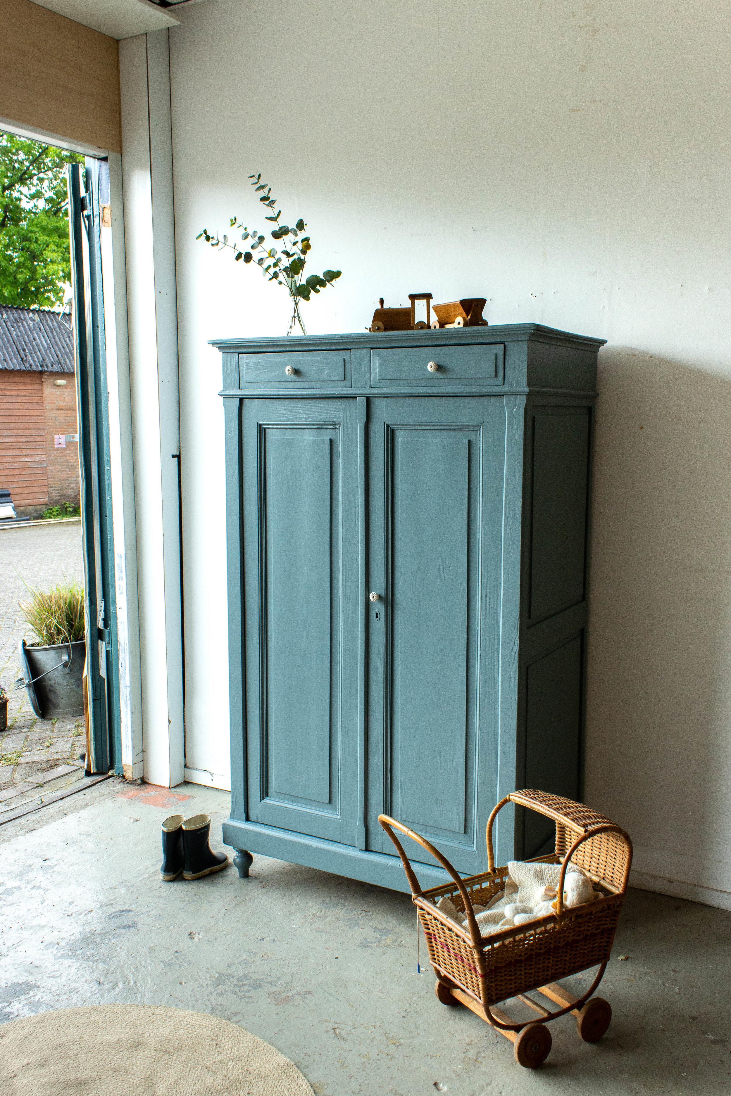1491 - Grijsblauwe vintage meidenkast.jpg
