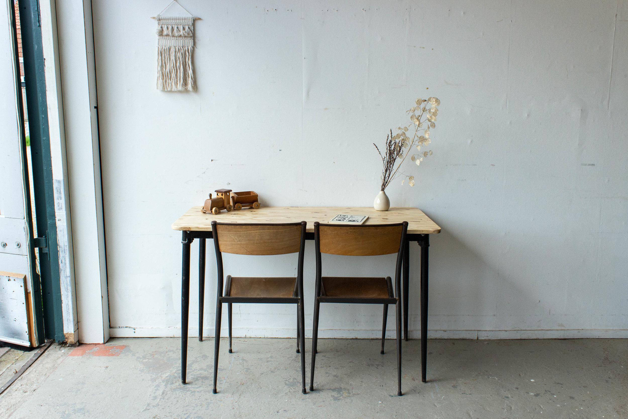 3190 - 2p vintage schooltafel zwart frame-3.jpg