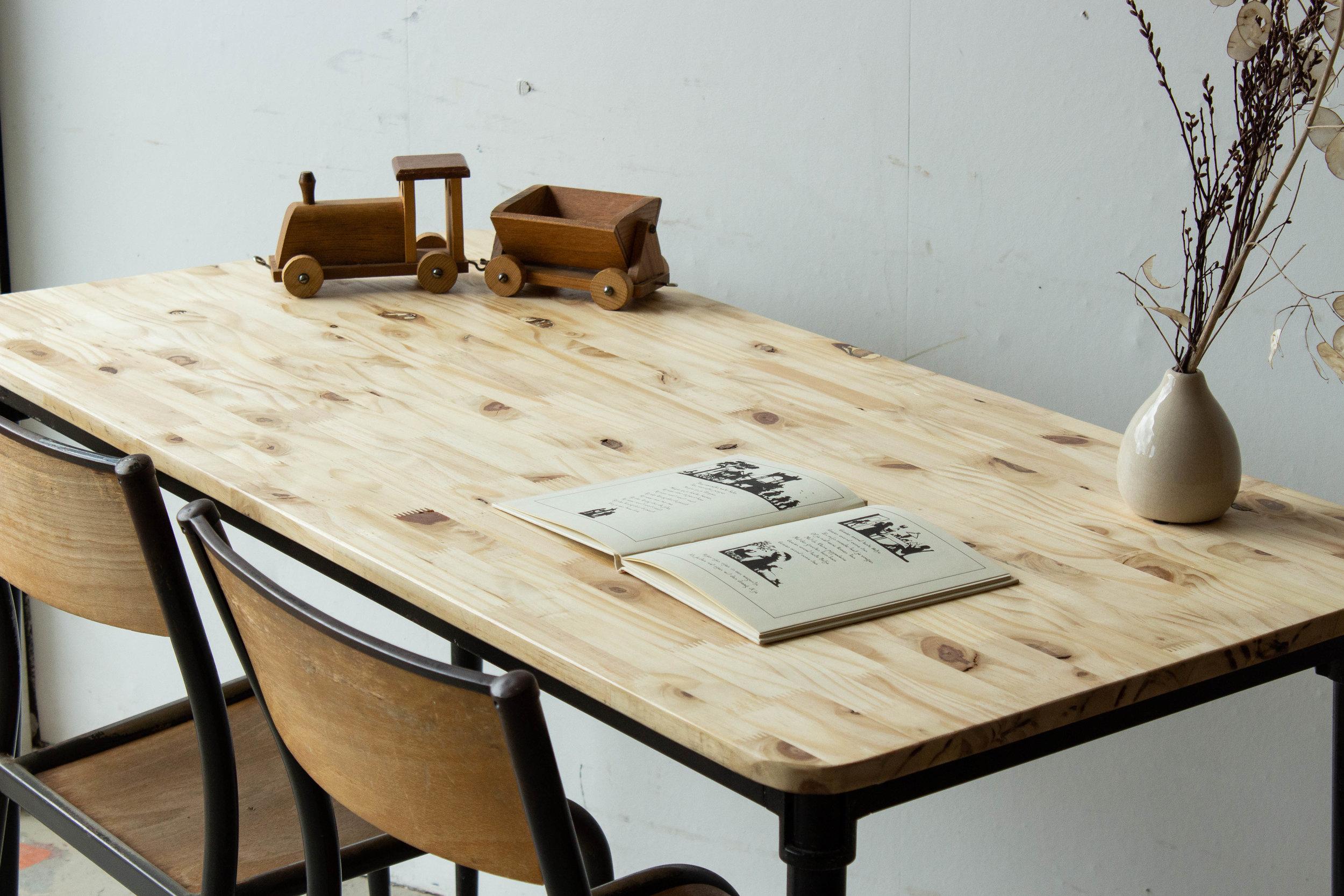 3190 - 2p vintage schooltafel zwart frame-2.jpg