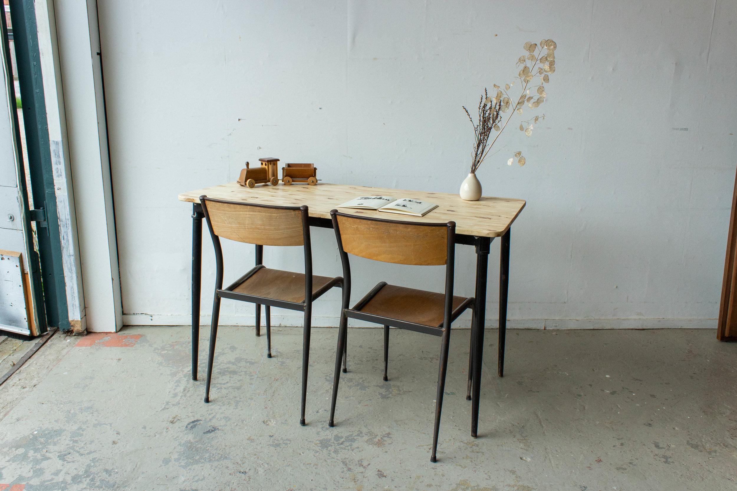 3190 - 2p vintage schooltafel zwart frame.jpg
