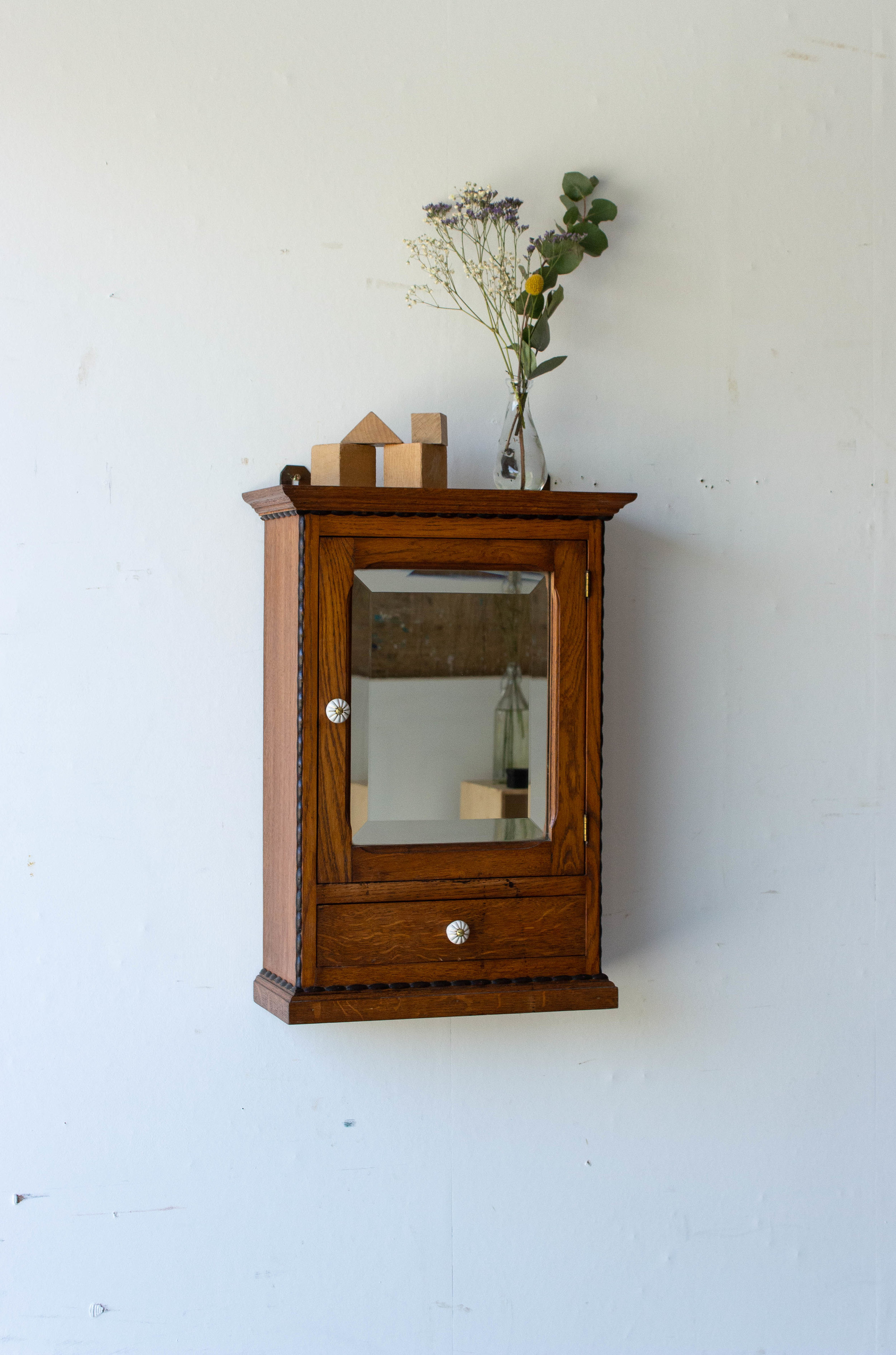 6057 - spiegelkastje met bolletjes-2.jpg