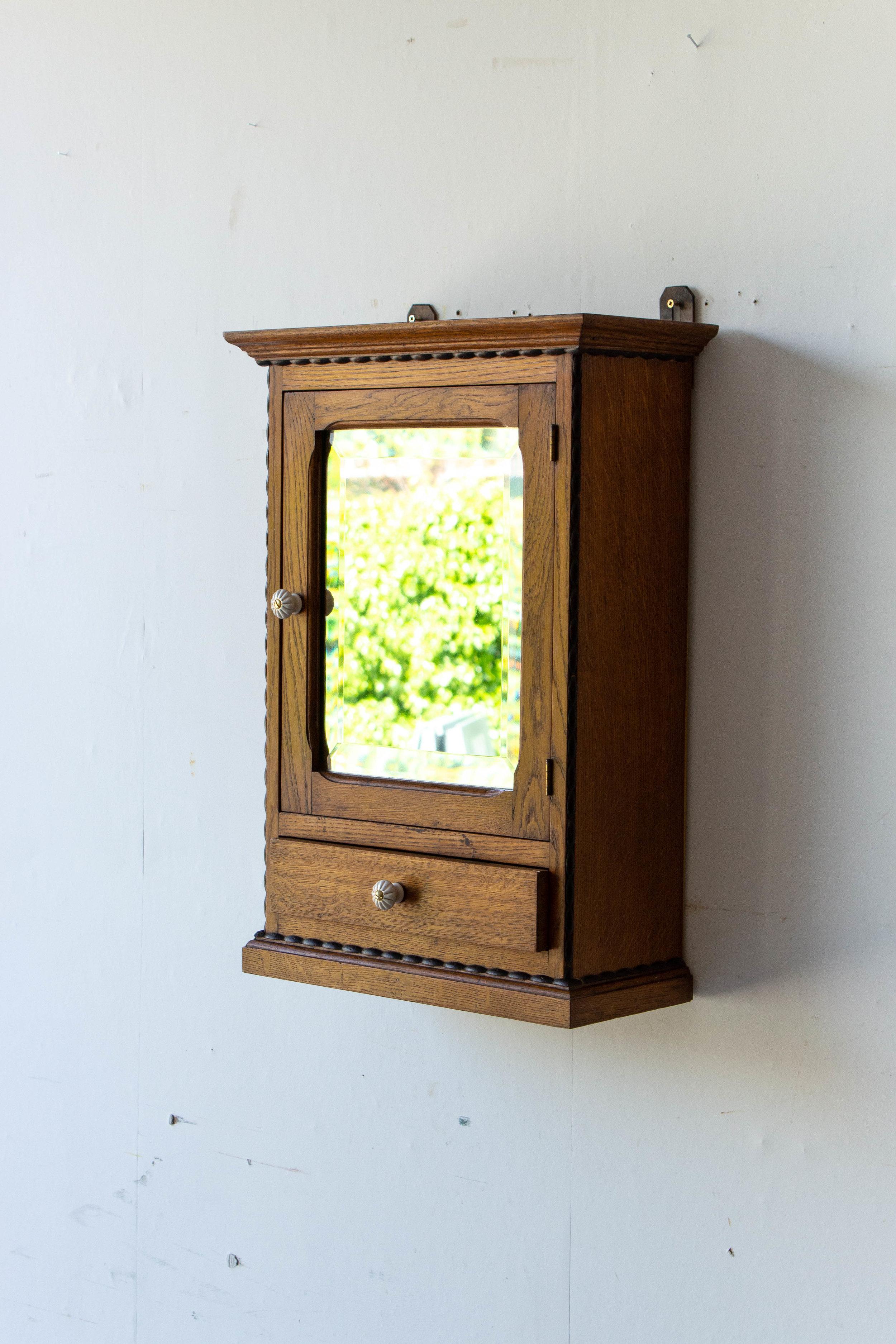 6057 - spiegelkastje met bolletjes-5.jpg