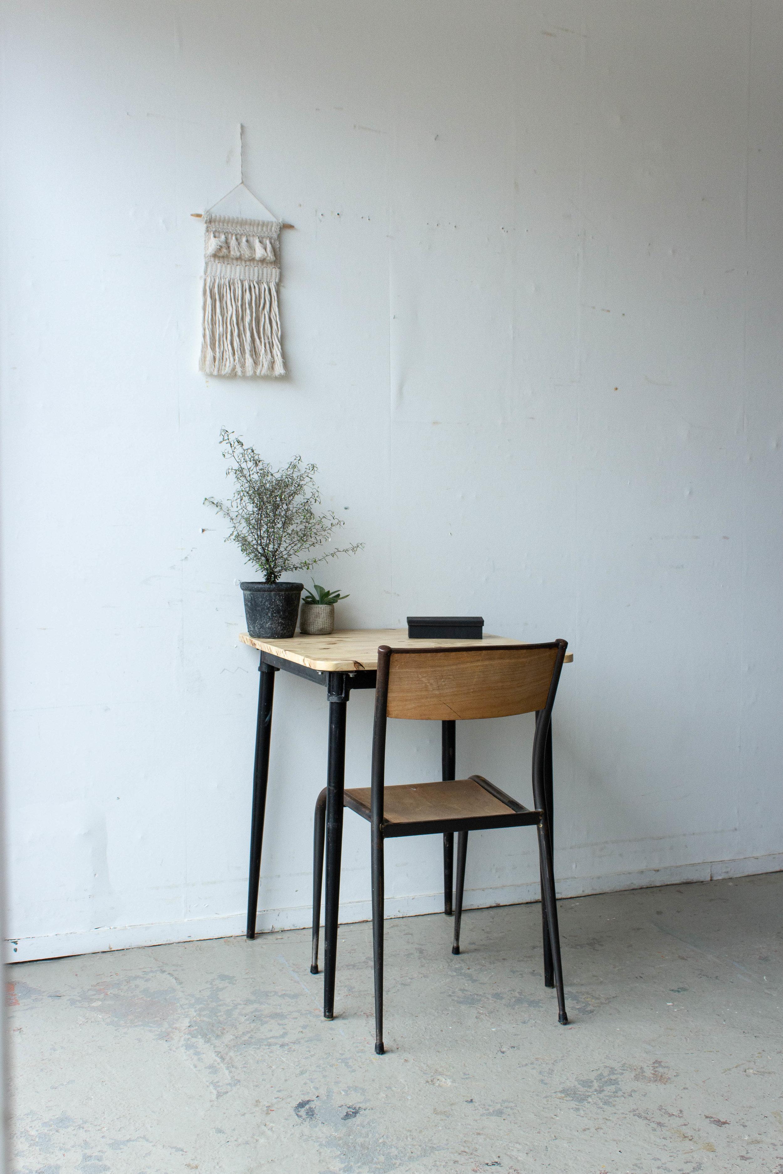 3189 - Eenpersoons schooltafel met zwarte puntpootjes-4.jpg